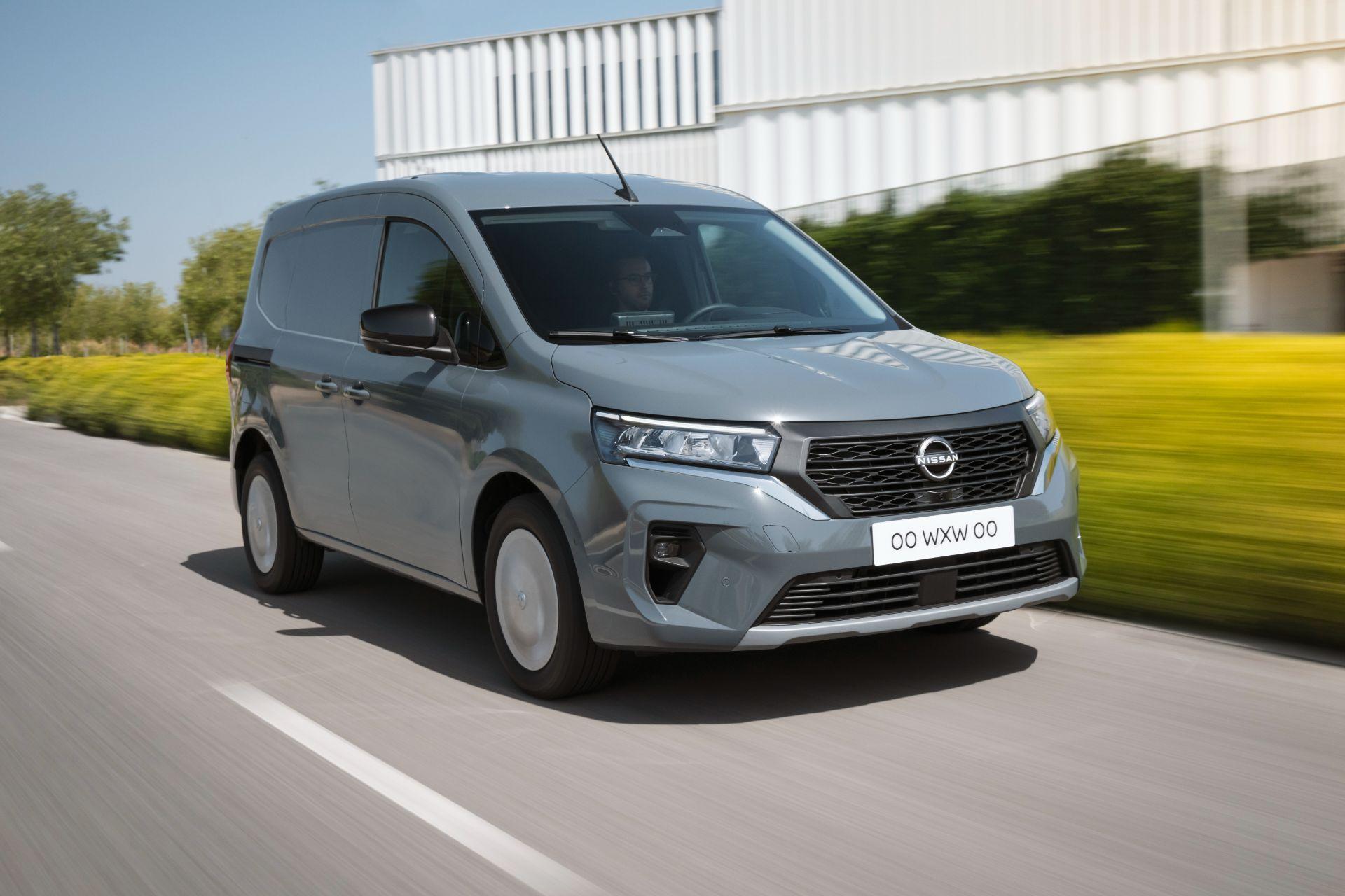 2022-Nissan-Townstar-petrol-van-dynamic-7