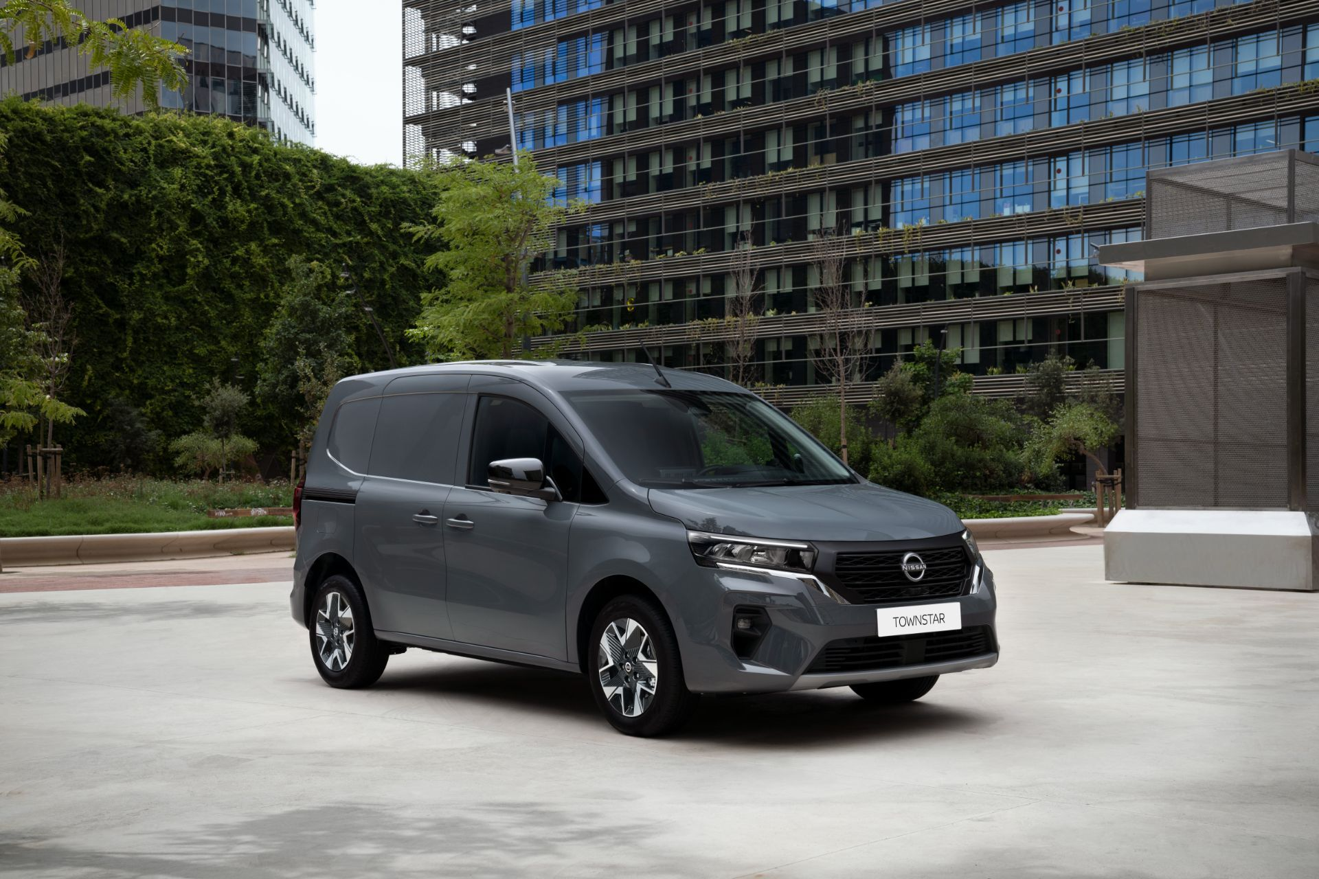 2022-Nissan-Townstar-petrol-van-dynamic-8