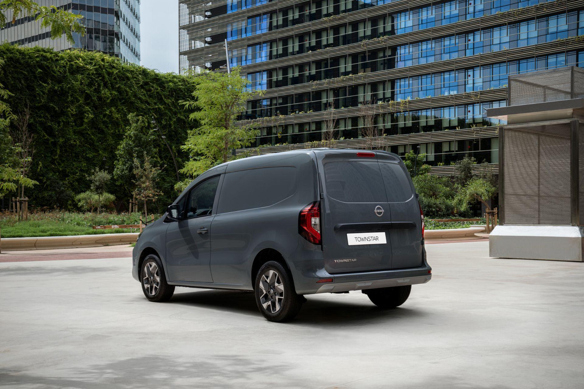 2022-Nissan-Townstar-petrol-van-dynamic-9