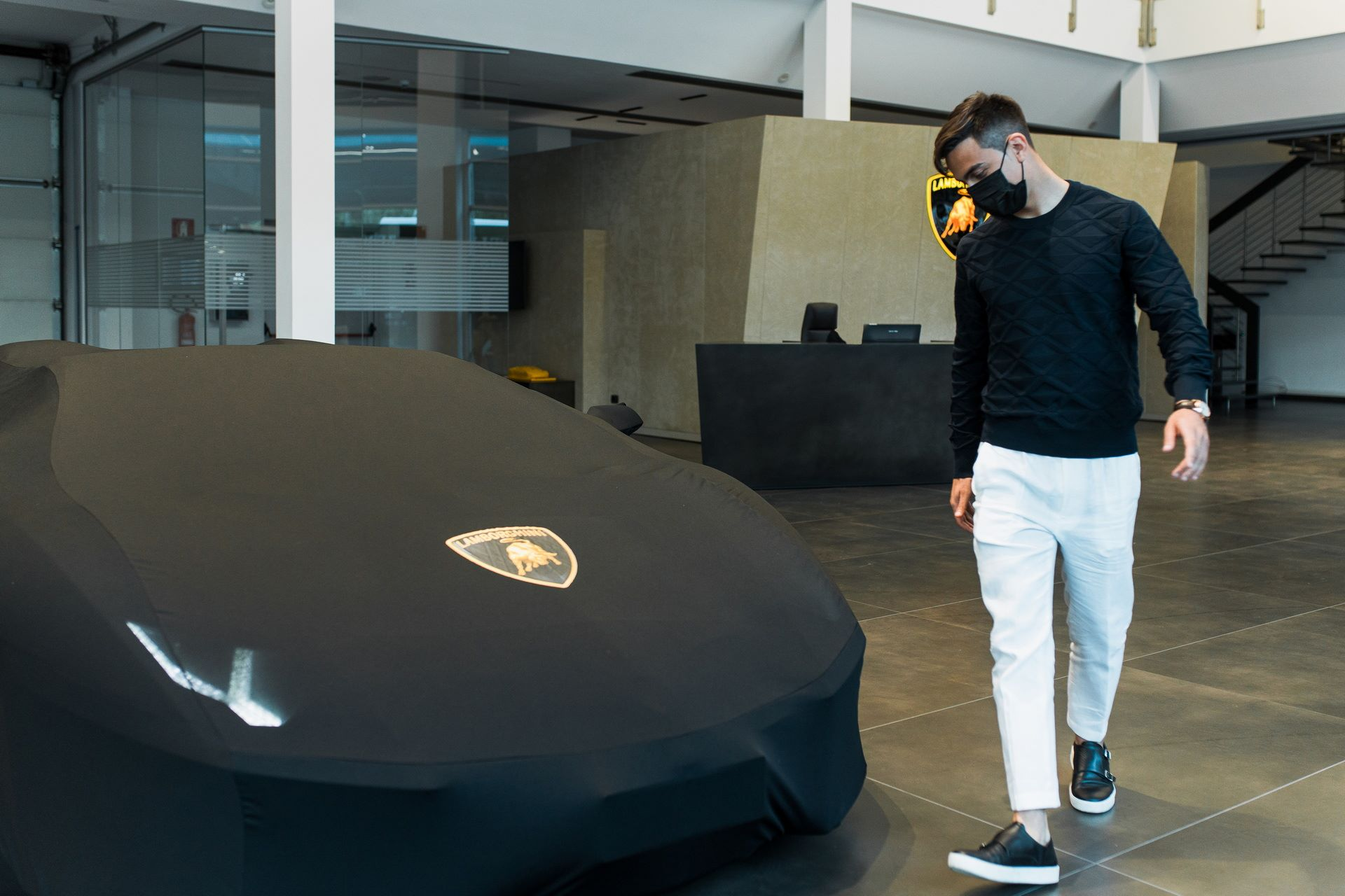 Paulo-Dybala-Lamborghini-Aventador-S-Roadster-2