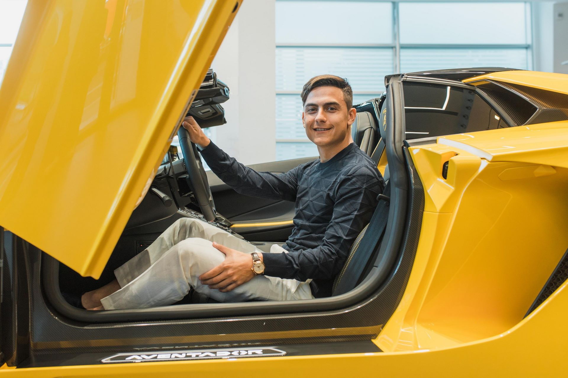 Paulo-Dybala-Lamborghini-Aventador-S-Roadster-5