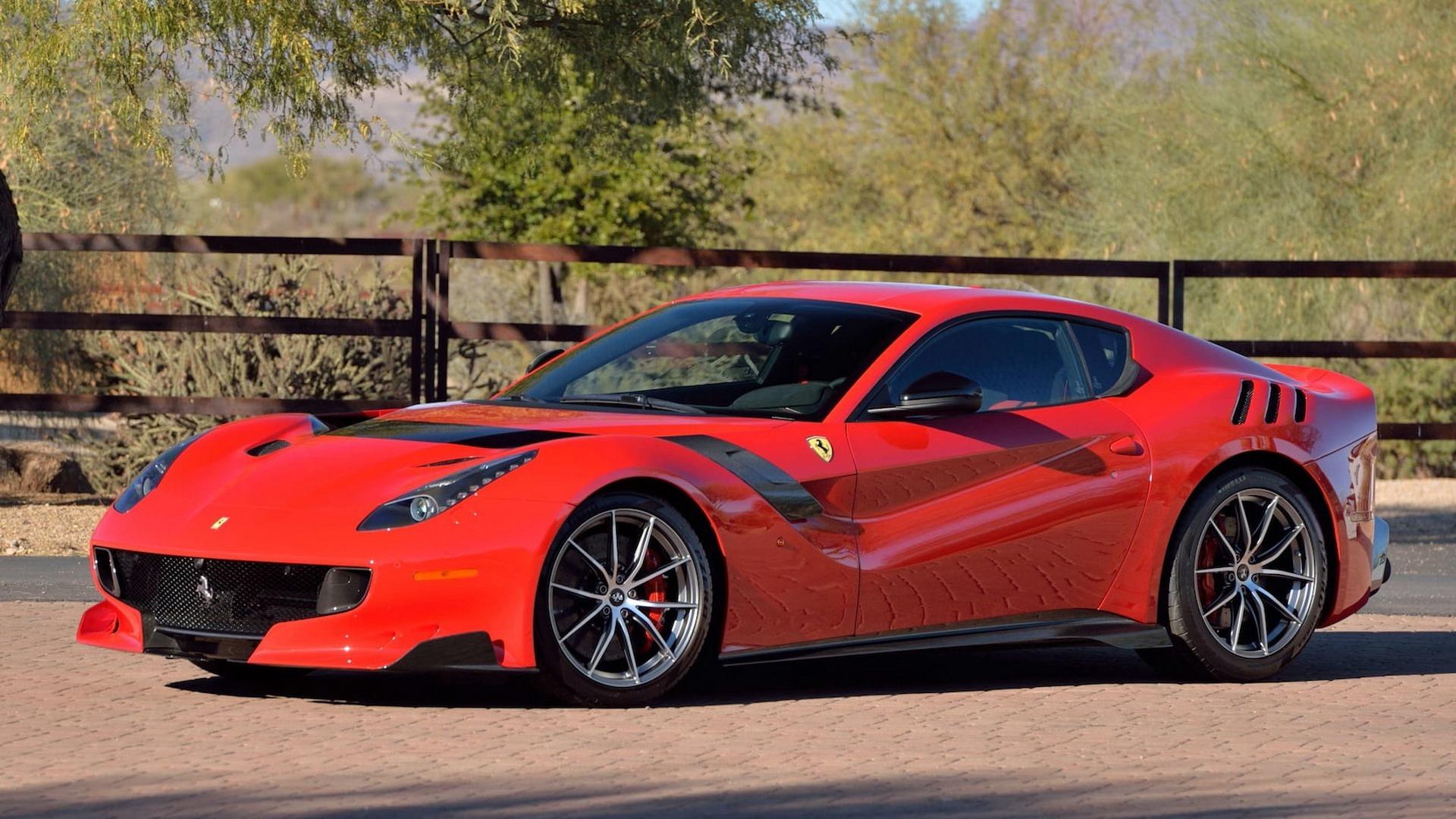 Penske_Ferrari_F12TdF_sale_0000