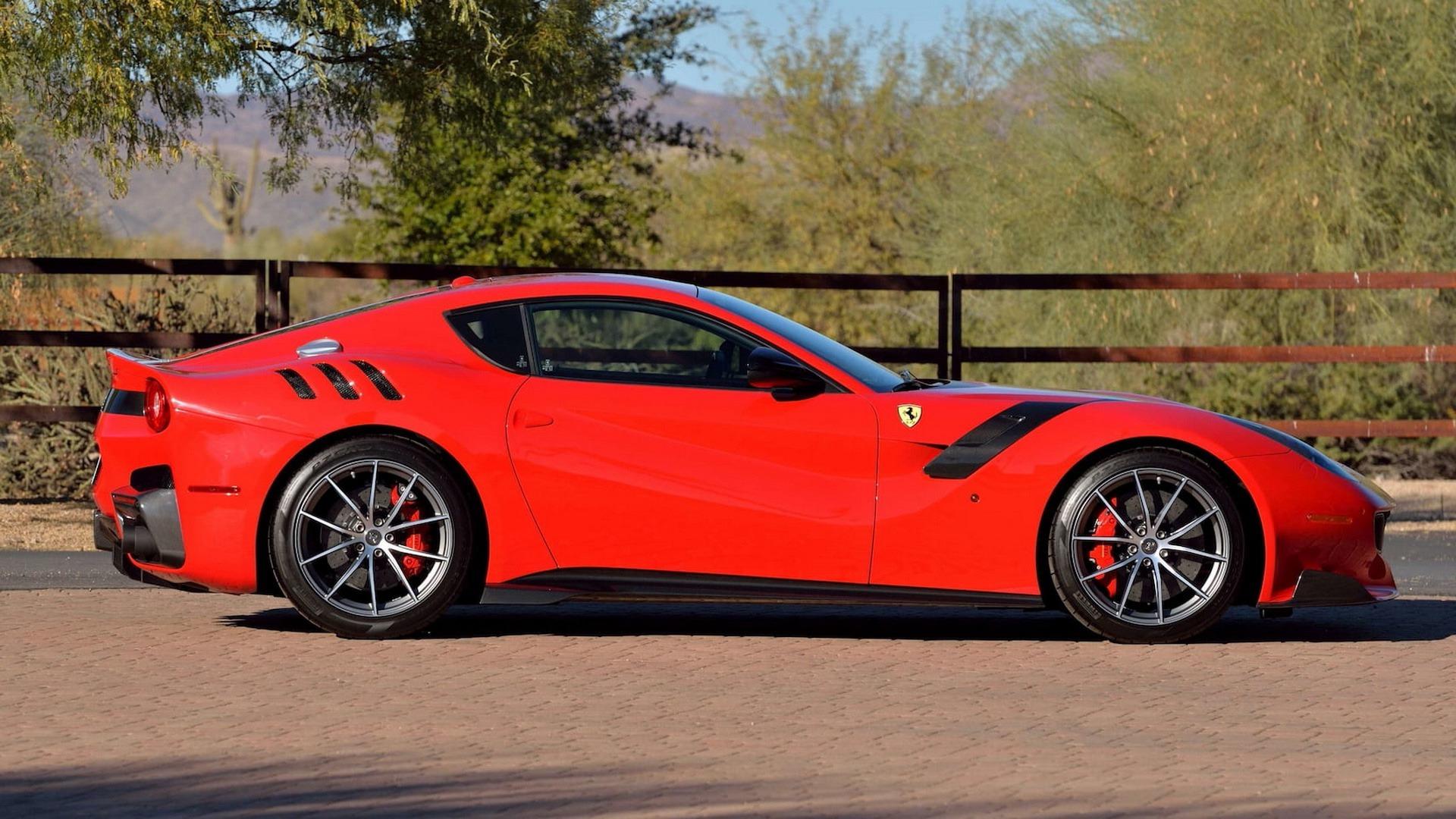 Penske_Ferrari_F12TdF_sale_0002