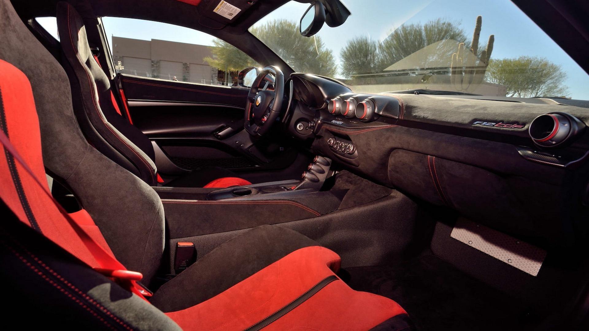 Penske_Ferrari_F12TdF_sale_0005