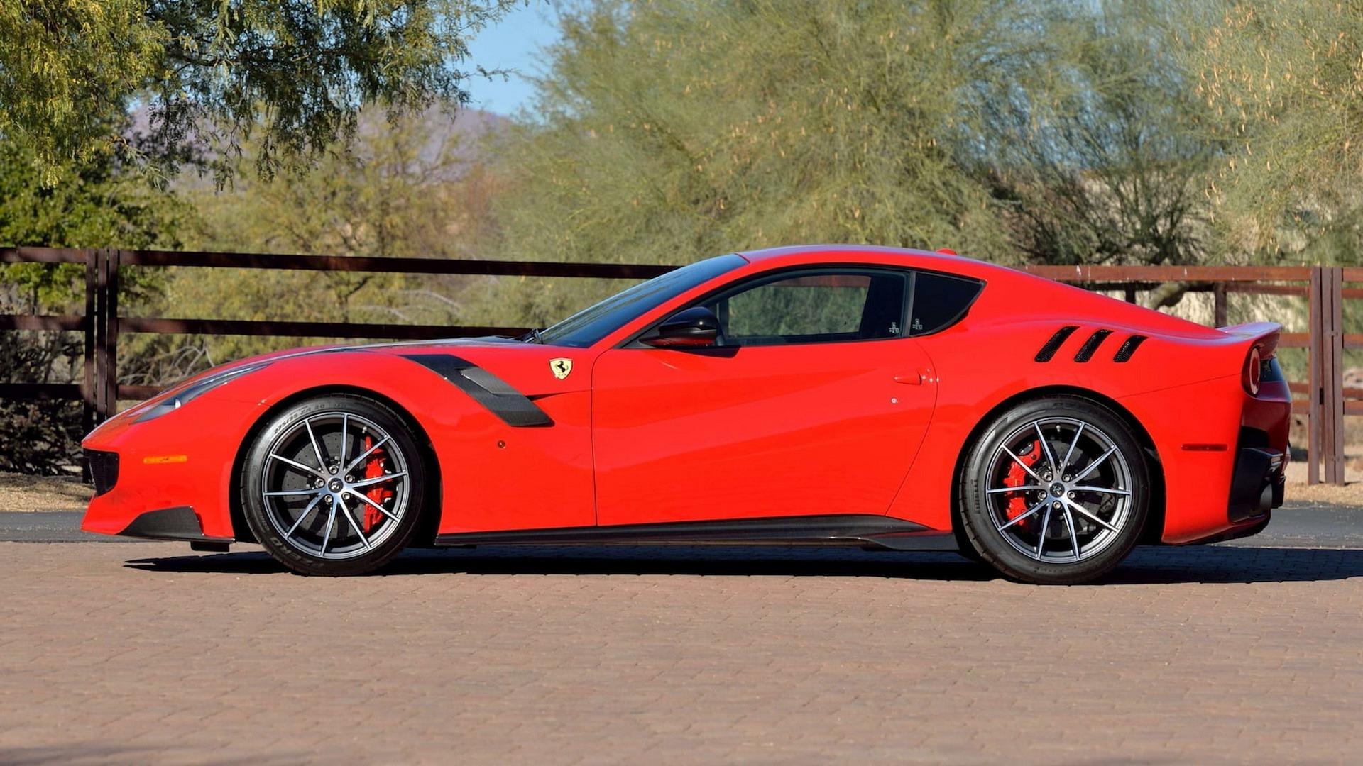 Penske_Ferrari_F12TdF_sale_0008