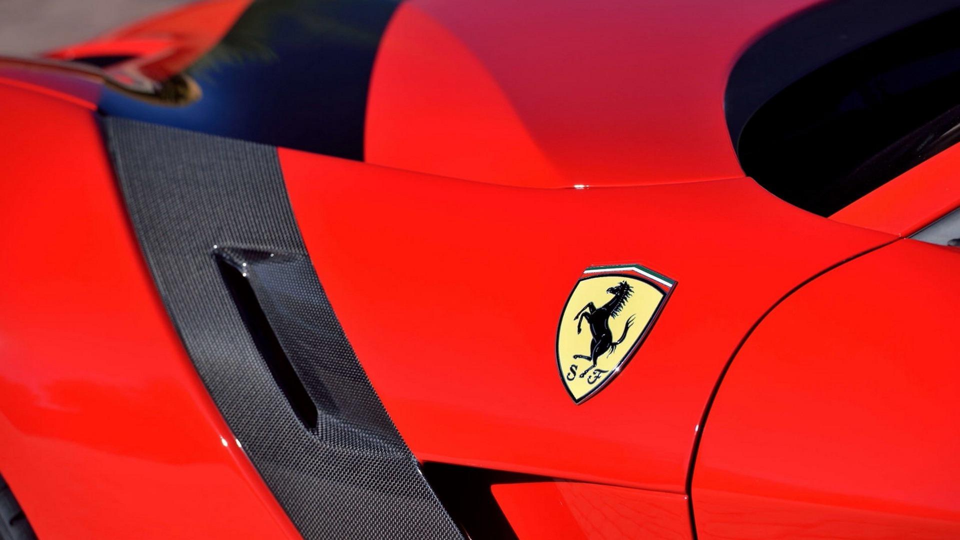 Penske_Ferrari_F12TdF_sale_0011