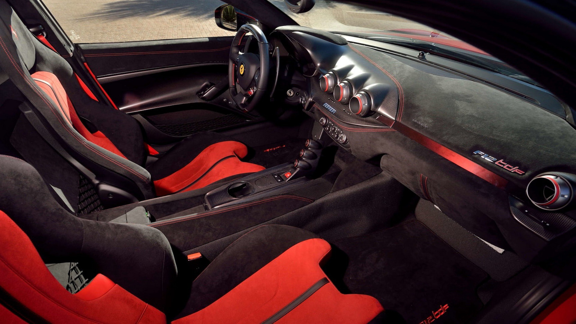 Penske_Ferrari_F12TdF_sale_0020