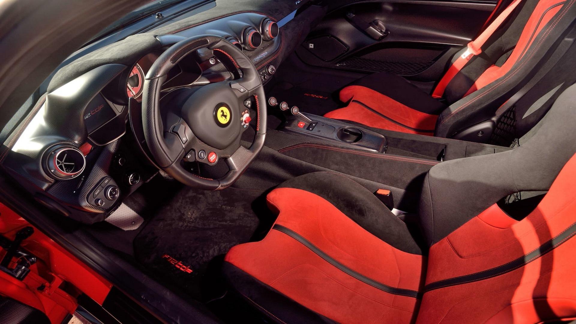 Penske_Ferrari_F12TdF_sale_0021
