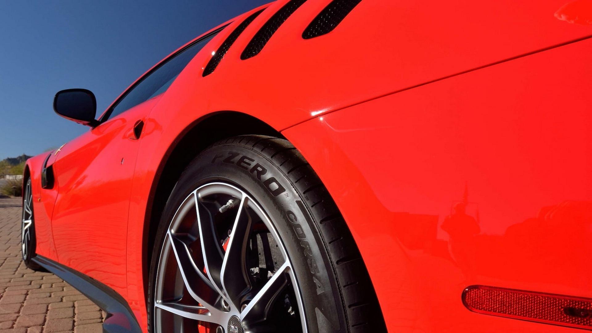 Penske_Ferrari_F12TdF_sale_0023