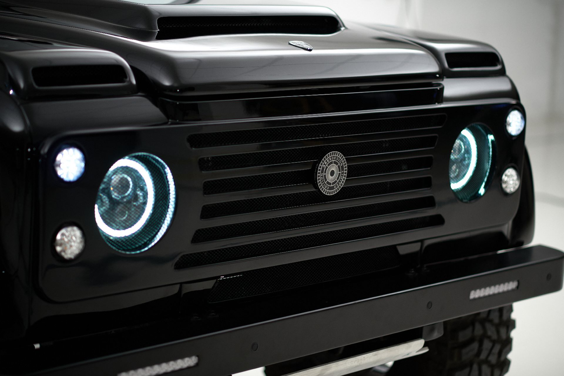 Porsche-911-964-Turbo-and-Land-Rover-Defender-by-Ares-Design-13