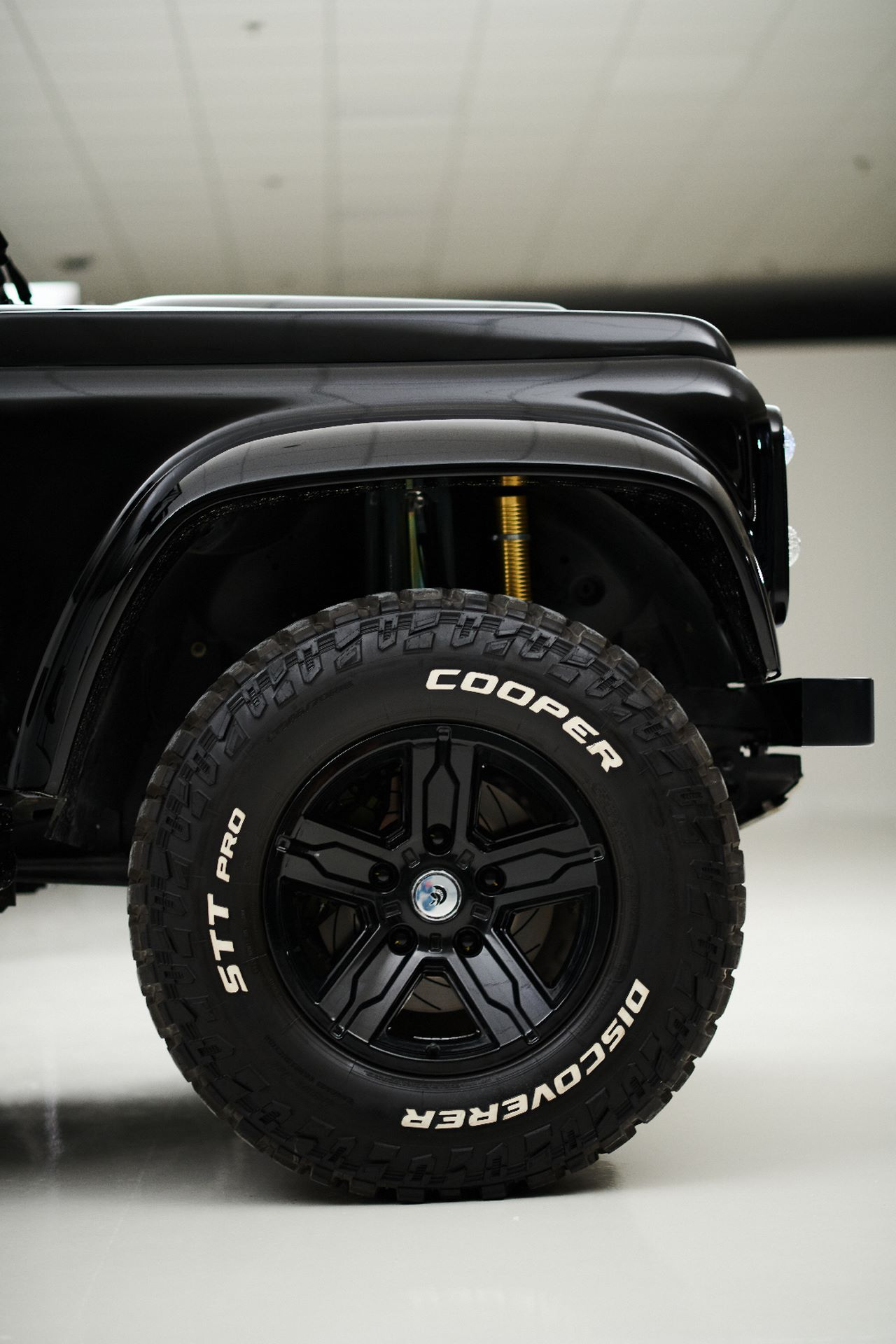 Porsche-911-964-Turbo-and-Land-Rover-Defender-by-Ares-Design-14