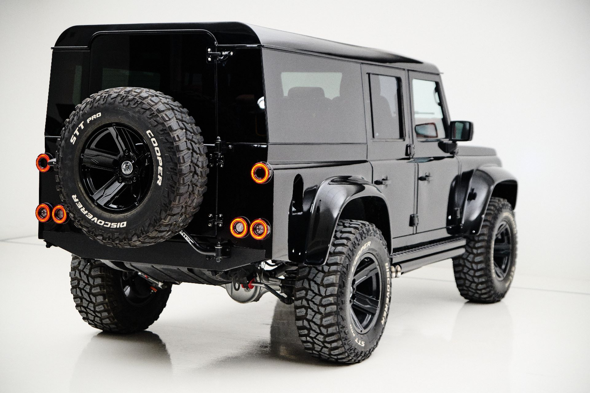 Porsche-911-964-Turbo-and-Land-Rover-Defender-by-Ares-Design-8