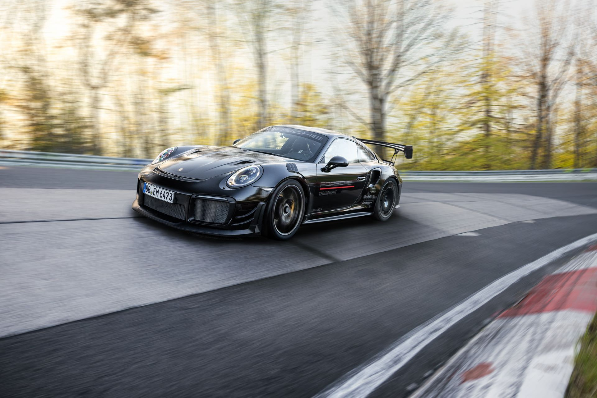 Porsche-911-GT2-RS-Manthey-Performance-Kit-Nurburgring-Record-1