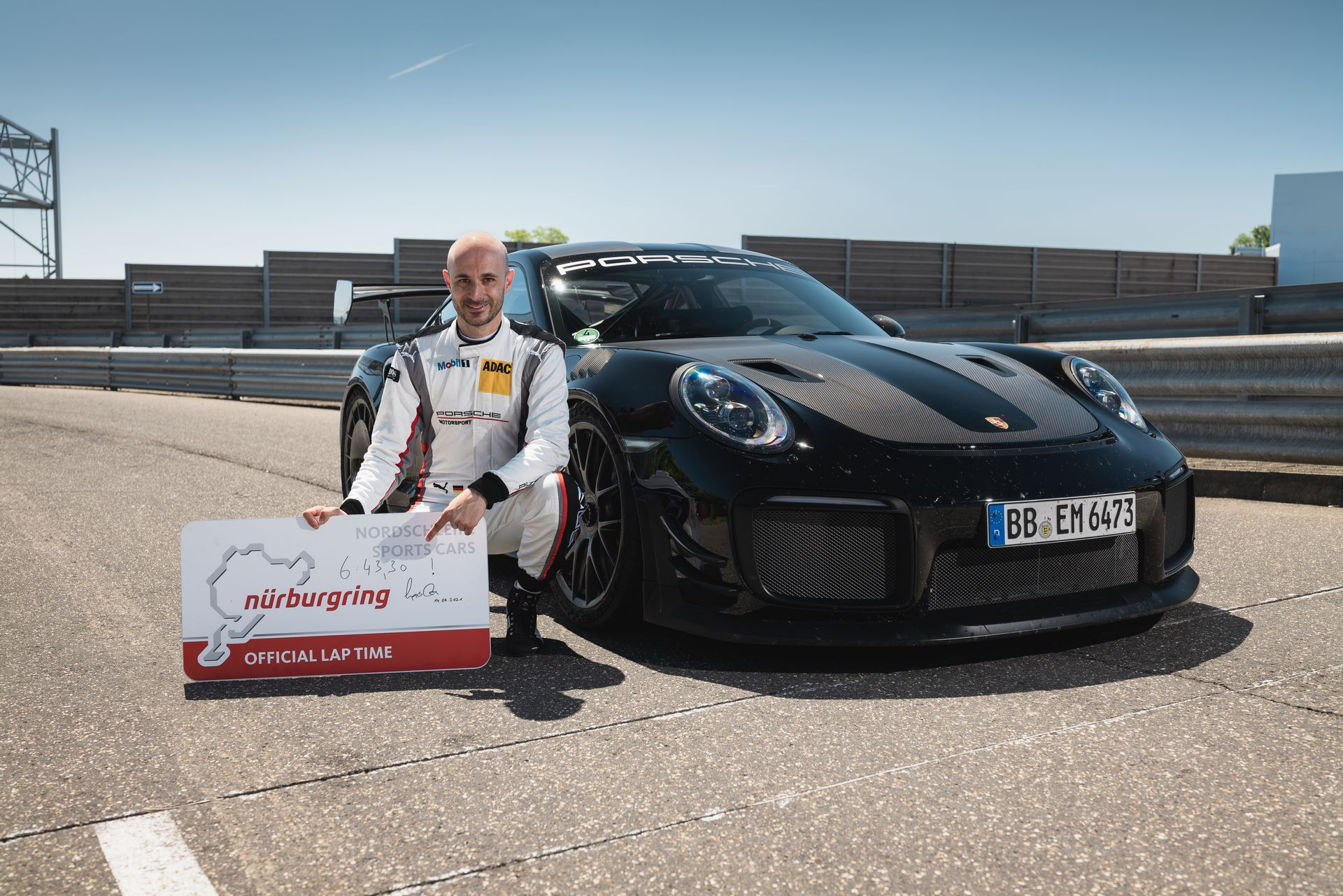 Porsche-911-GT2-RS-Manthey-Performance-Kit-Nurburgring-Record-11