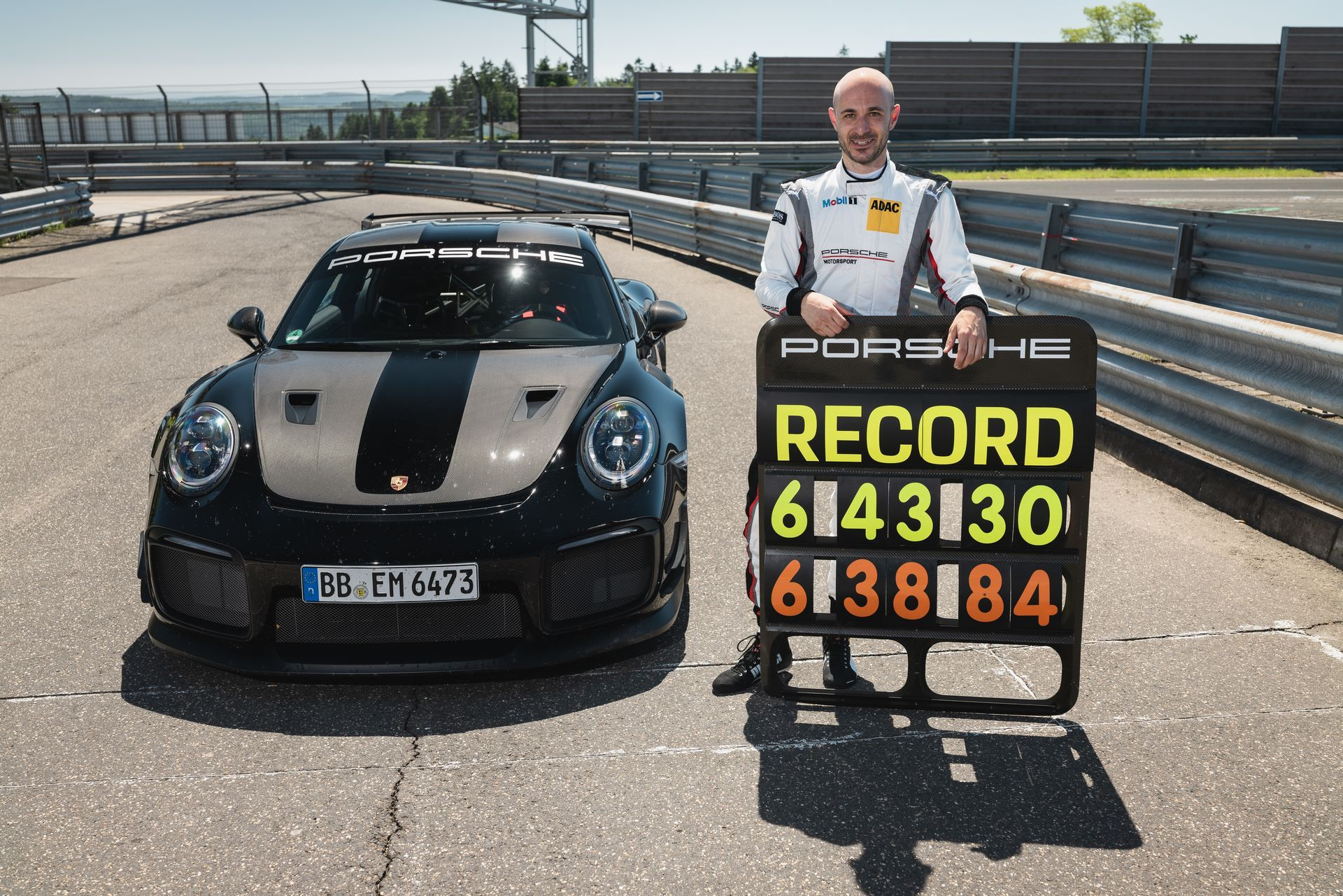 Porsche-911-GT2-RS-Manthey-Performance-Kit-Nurburgring-Record-12