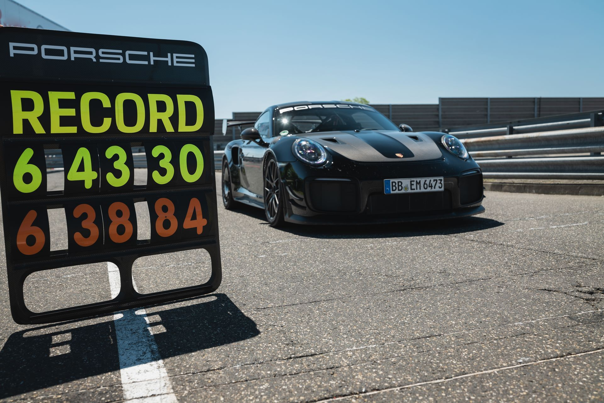 Porsche-911-GT2-RS-Manthey-Performance-Kit-Nurburgring-Record-13