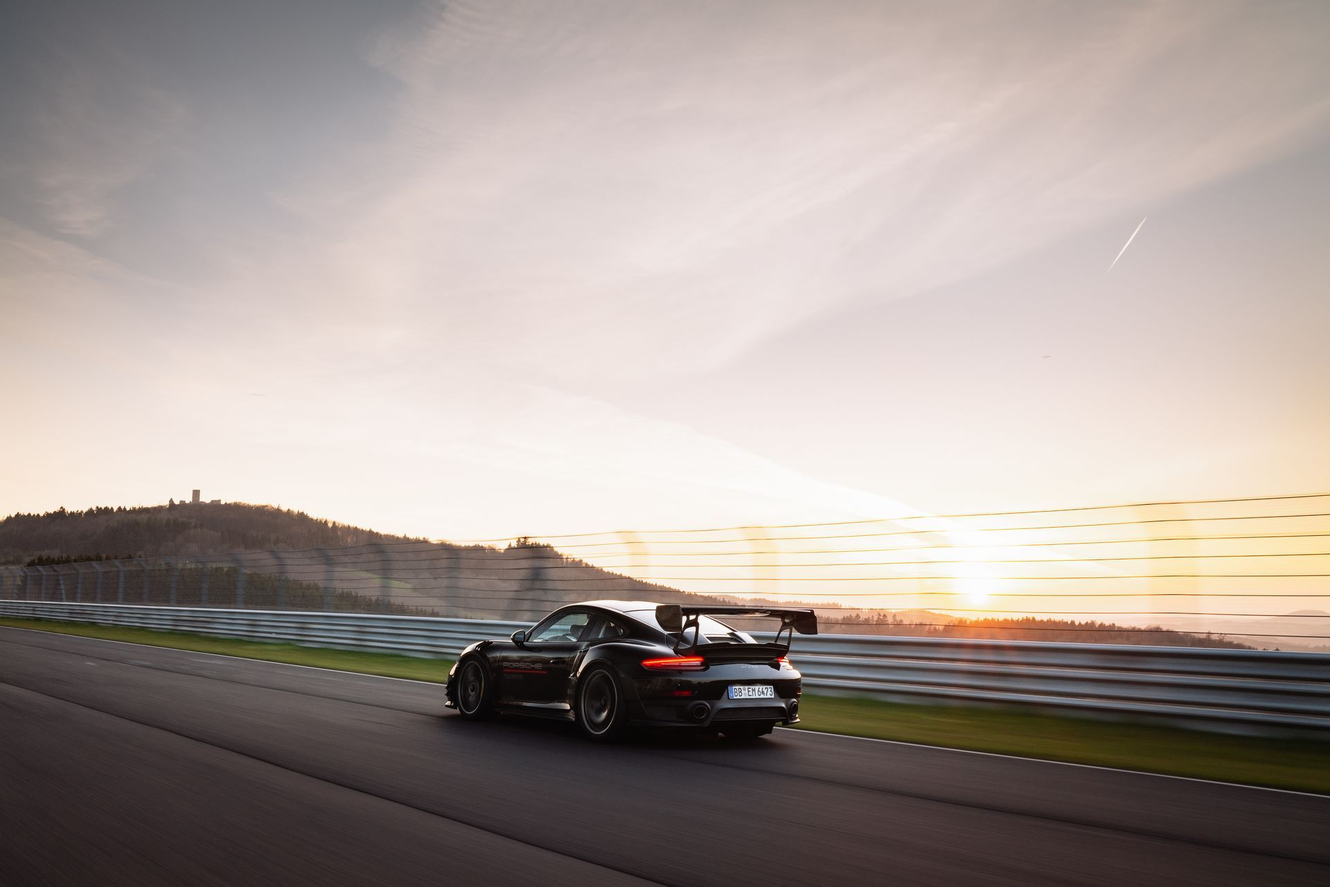 Porsche-911-GT2-RS-Manthey-Performance-Kit-Nurburgring-Record-2