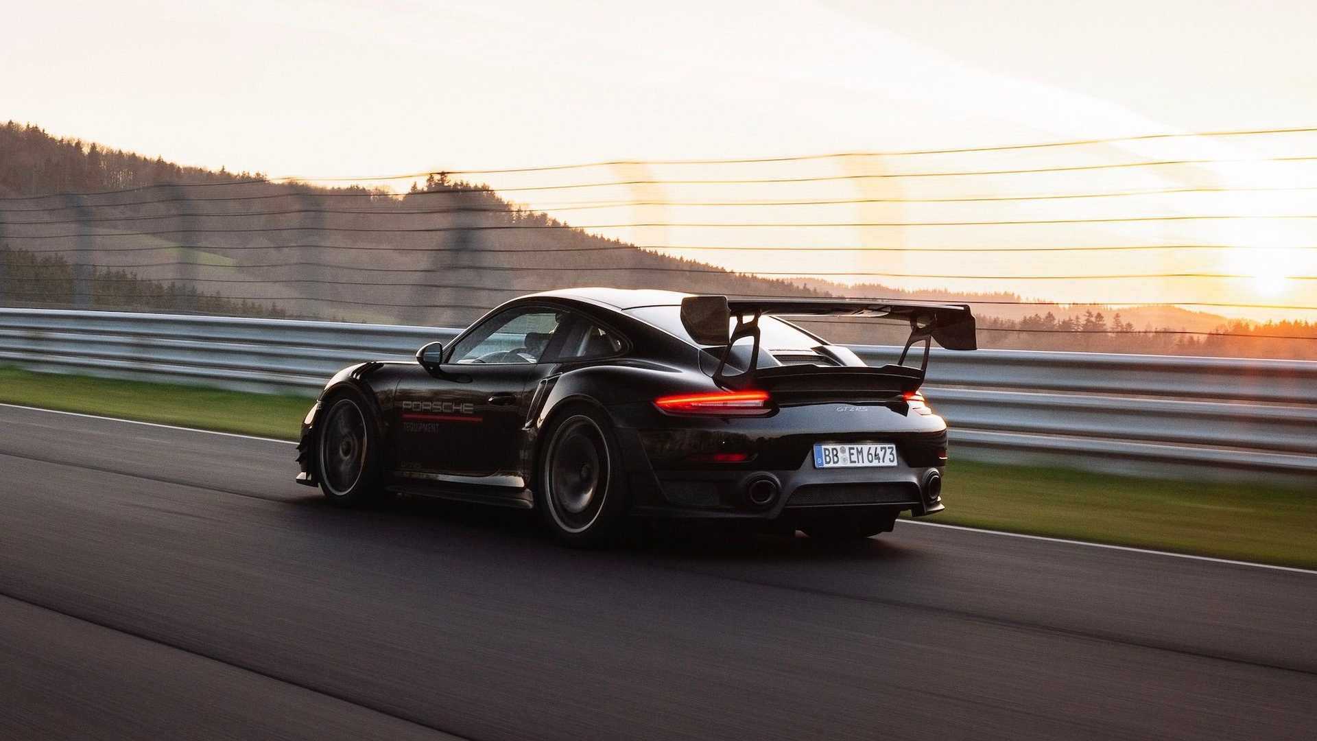 Porsche-911-GT2-RS-Manthey-Performance-Kit-Nurburgring-Record-23
