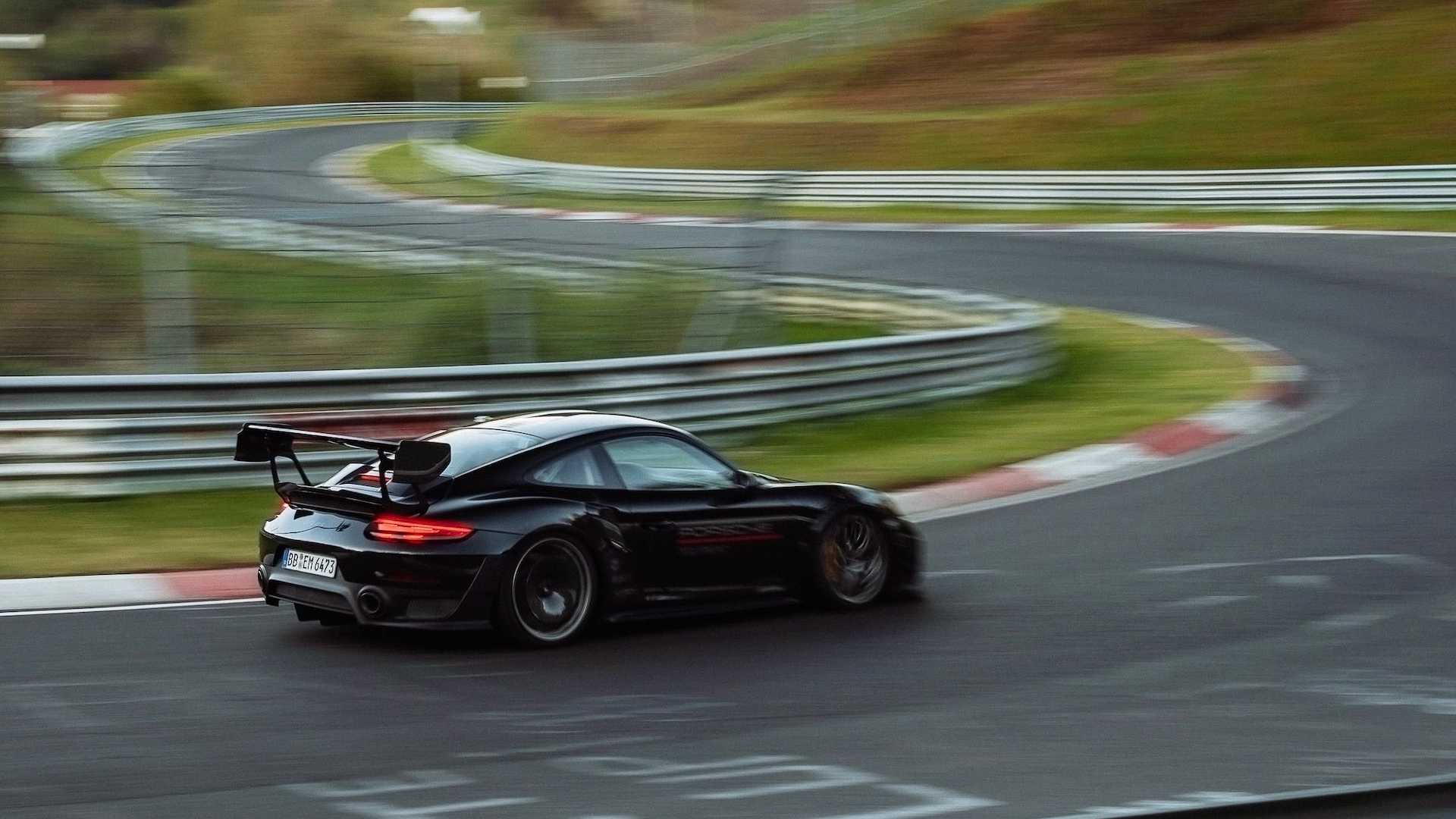 Porsche-911-GT2-RS-Manthey-Performance-Kit-Nurburgring-Record-26