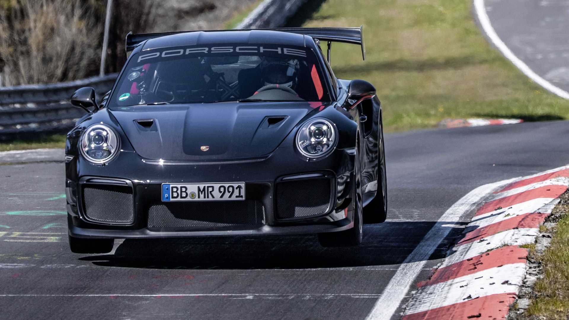 Porsche-911-GT2-RS-Manthey-Performance-Kit-Nurburgring-Record-29