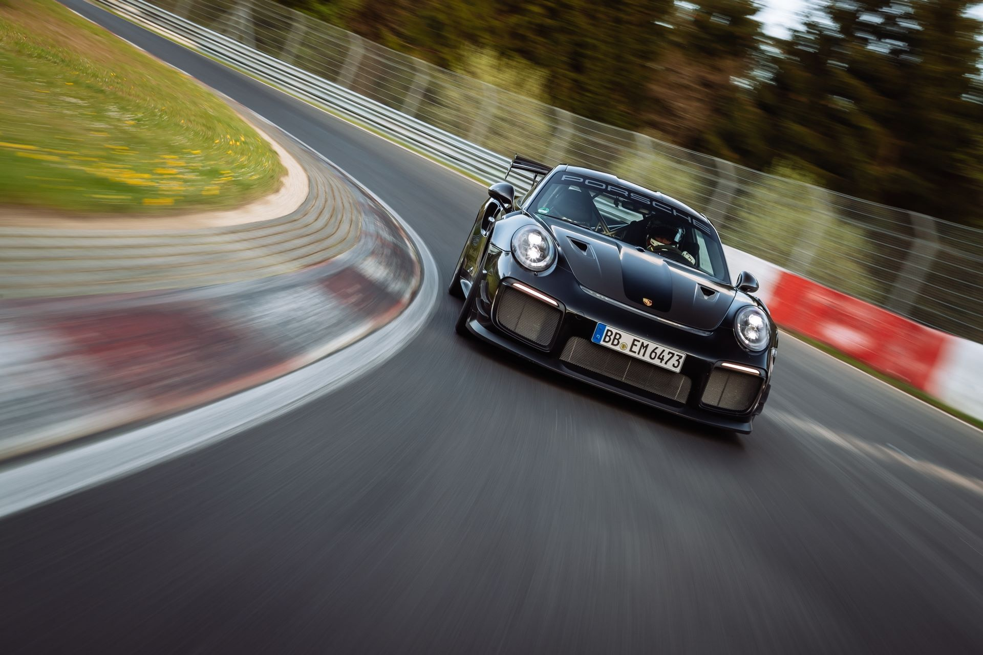 Porsche-911-GT2-RS-Manthey-Performance-Kit-Nurburgring-Record-5