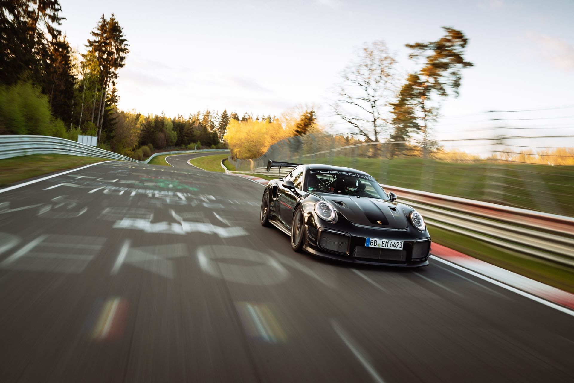 Porsche-911-GT2-RS-Manthey-Performance-Kit-Nurburgring-Record-7