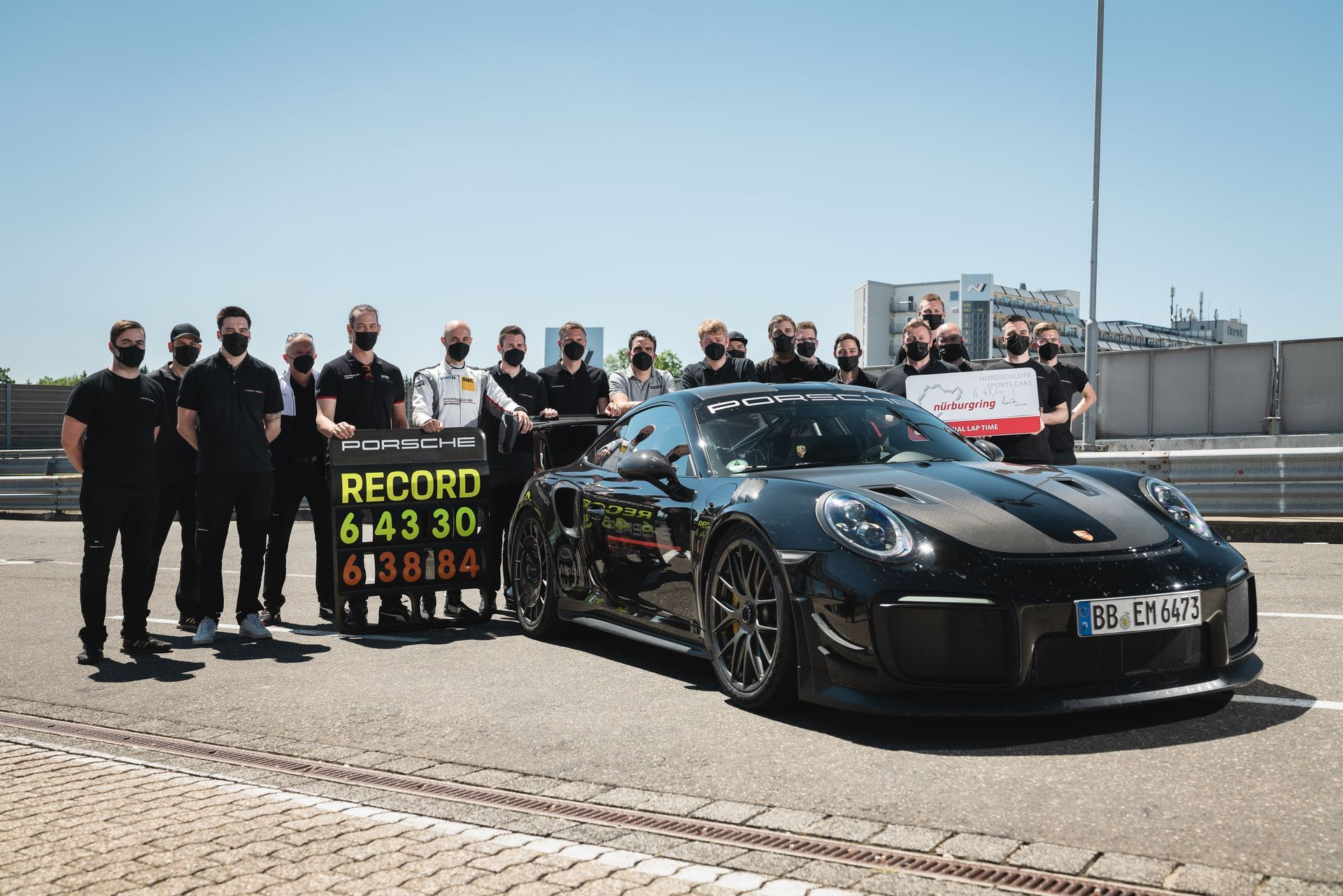 Porsche-911-GT2-RS-Manthey-Performance-Kit-Nurburgring-Record-9