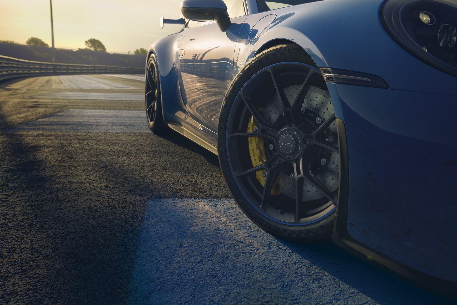 Porsche-911-GT3-2021-15
