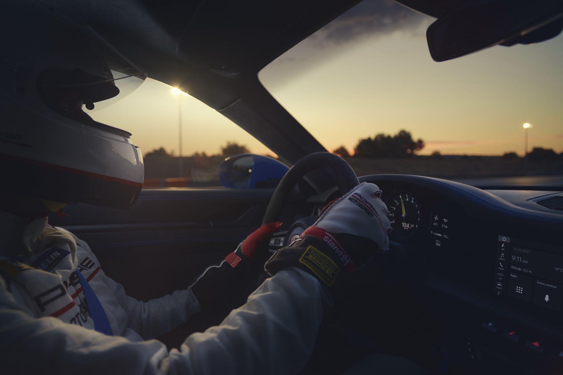 Porsche-911-GT3-2021-17