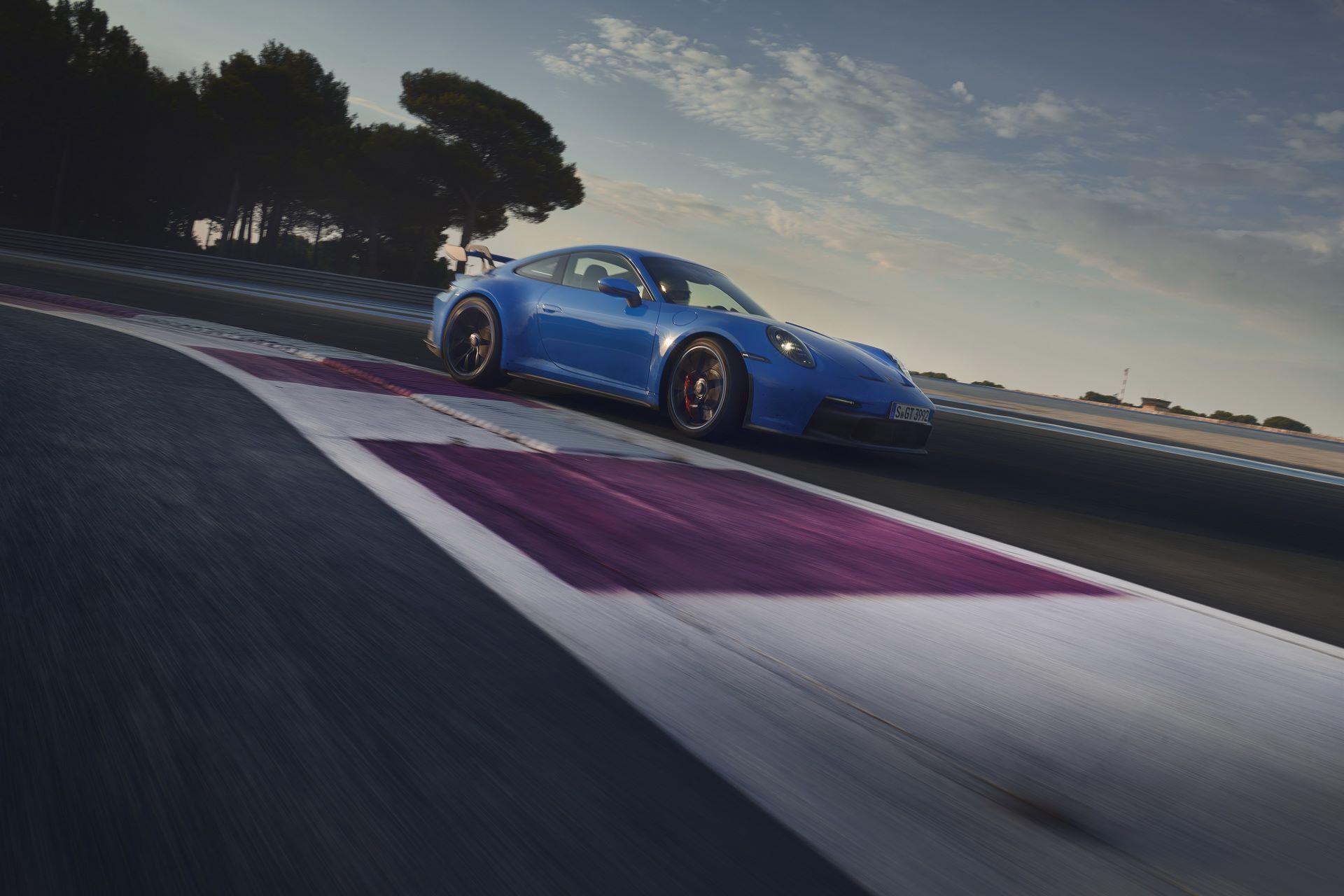 Porsche-911-GT3-2021-23
