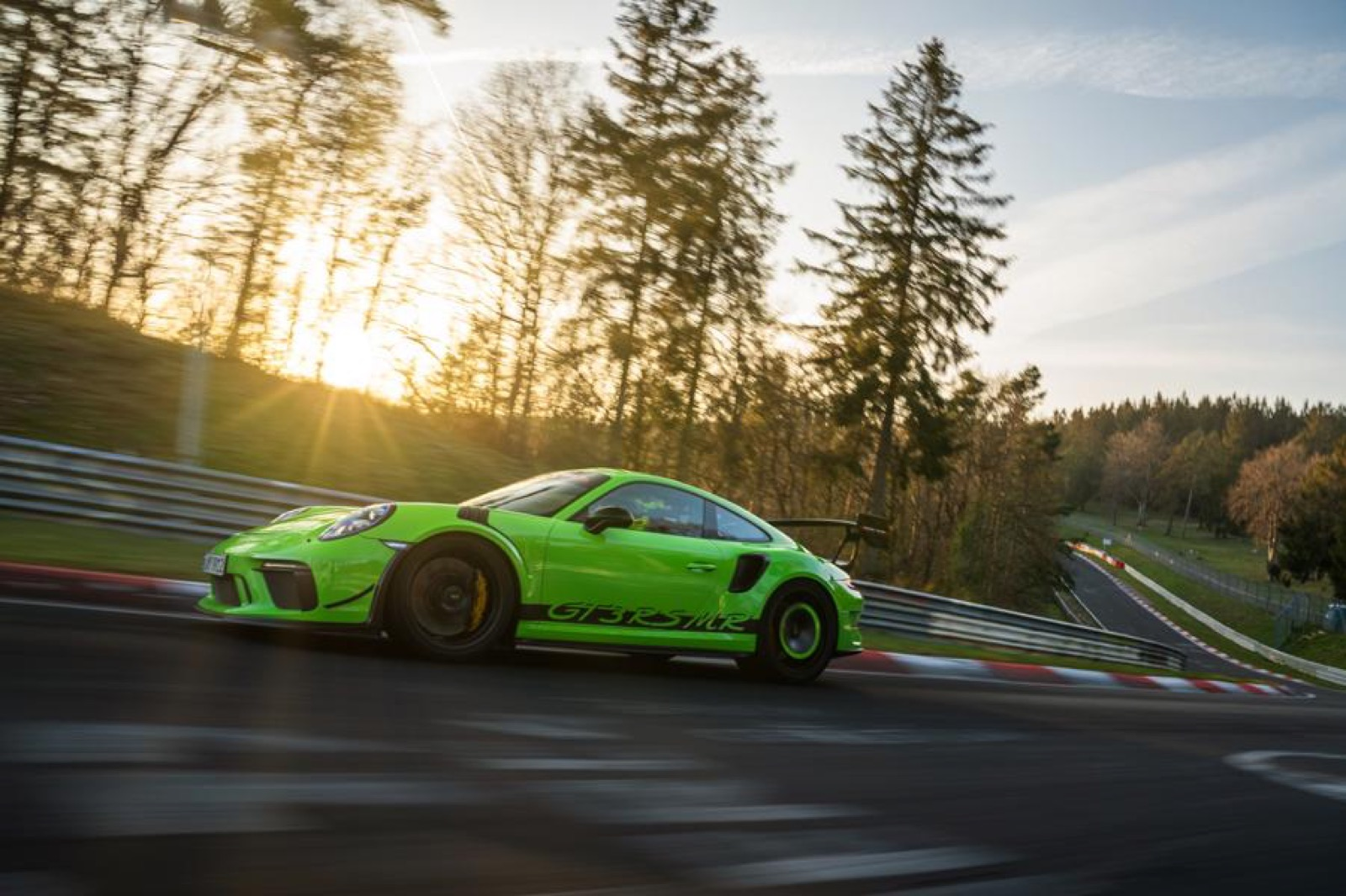 Porsche-911-GT3-RS-MR-by-Manthey-Racing-8