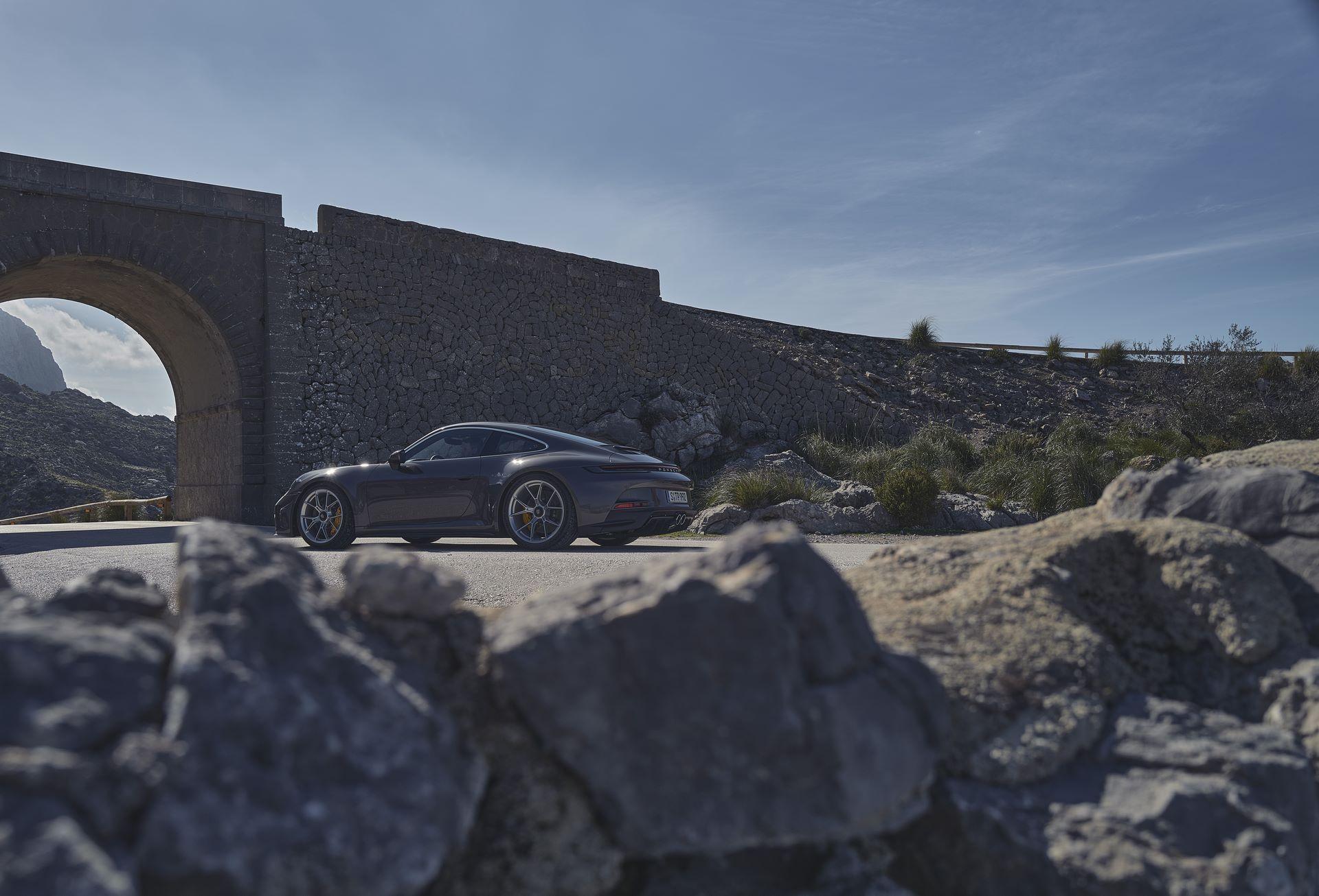Porsche-911-GT3-Touring-Package-21