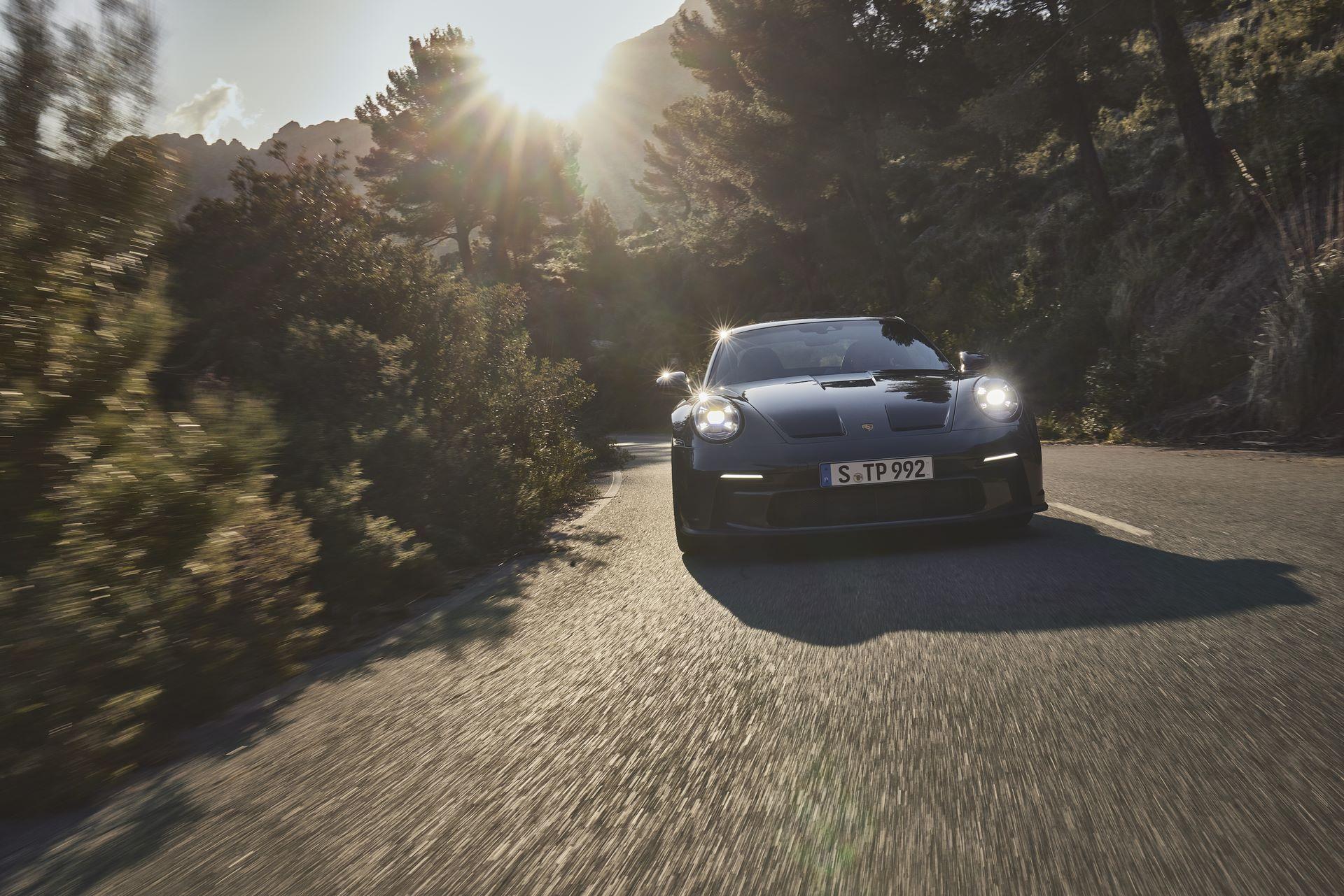 Porsche-911-GT3-Touring-Package-22