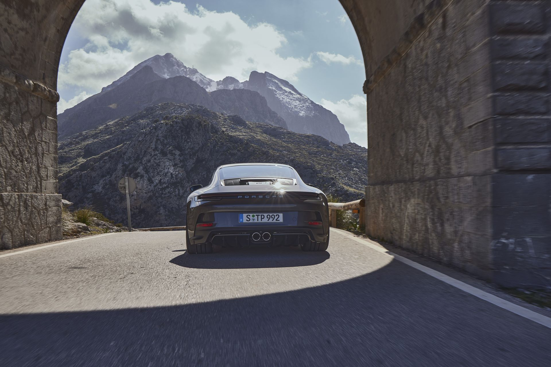 Porsche-911-GT3-Touring-Package-23