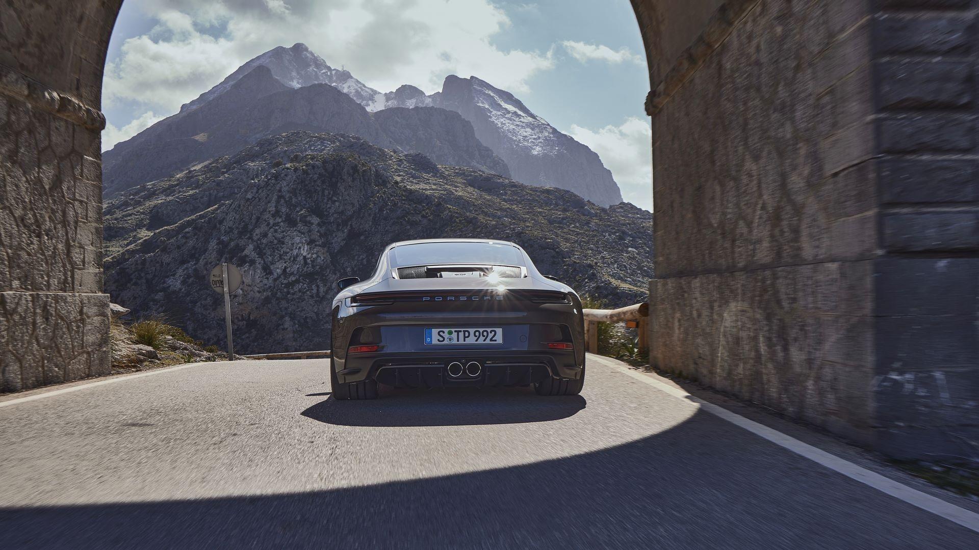 Porsche-911-GT3-Touring-Package-4