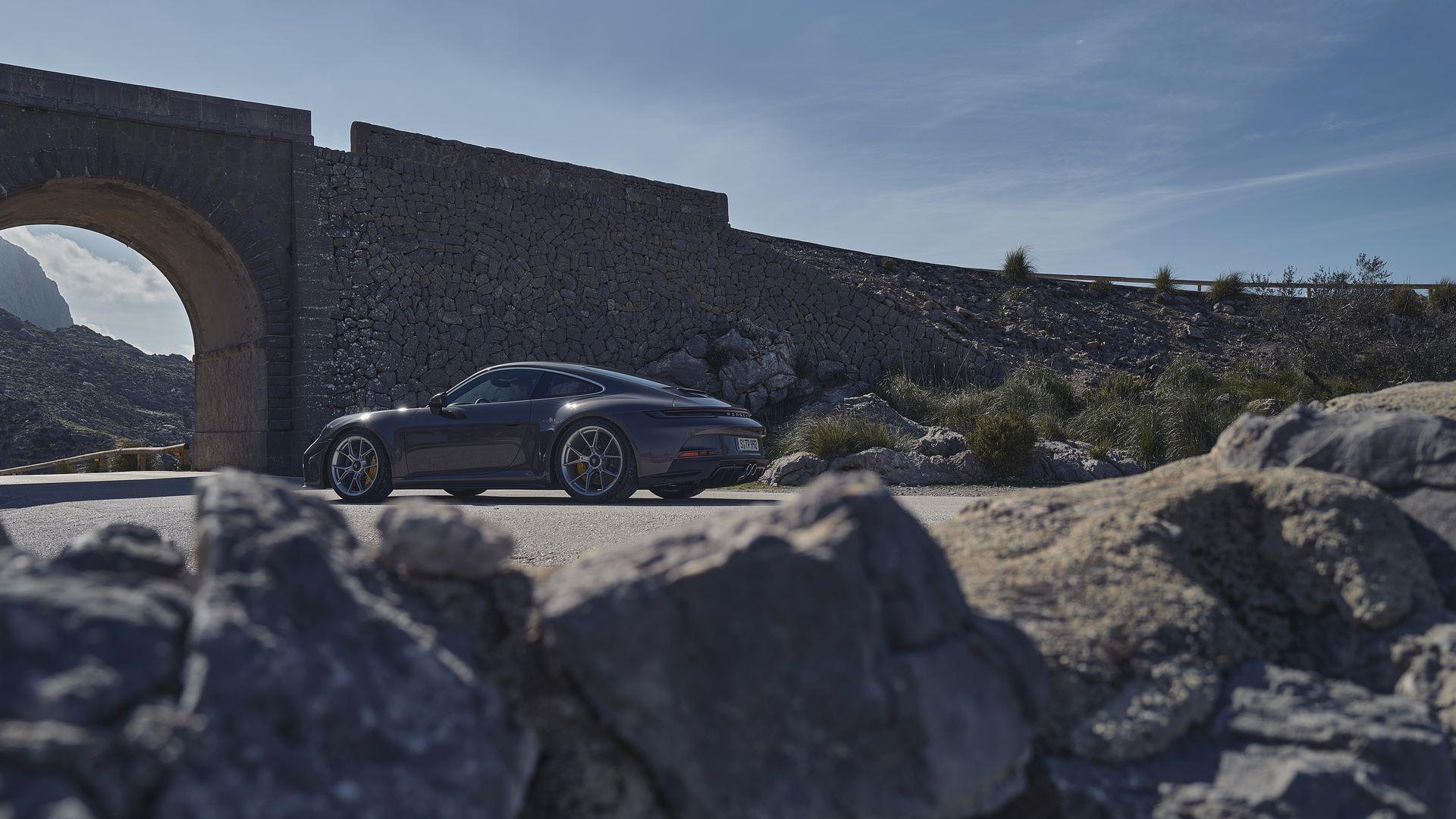Porsche-911-GT3-Touring-Package-5