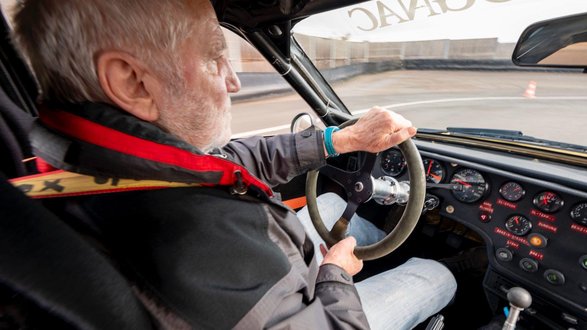 Porsche-924-Carrera-GTS-rally-car-Walter-Rohrl-34