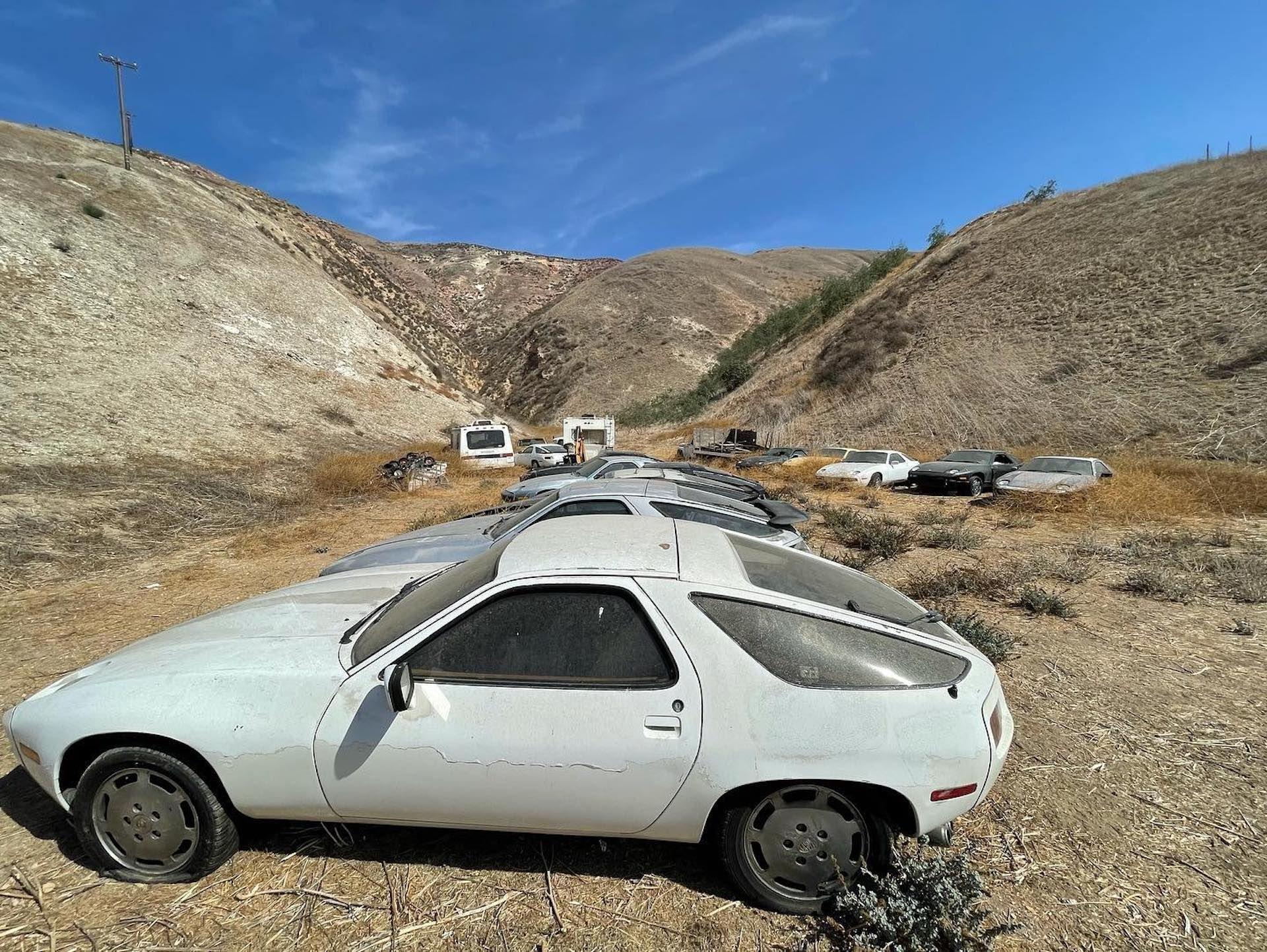 Porsche-928-abandoned-2