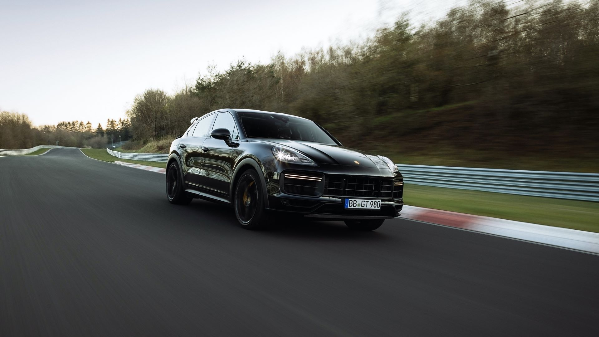 Porsche-Cayenne-Coupe-Nurburgring-SUV-lap-record-4