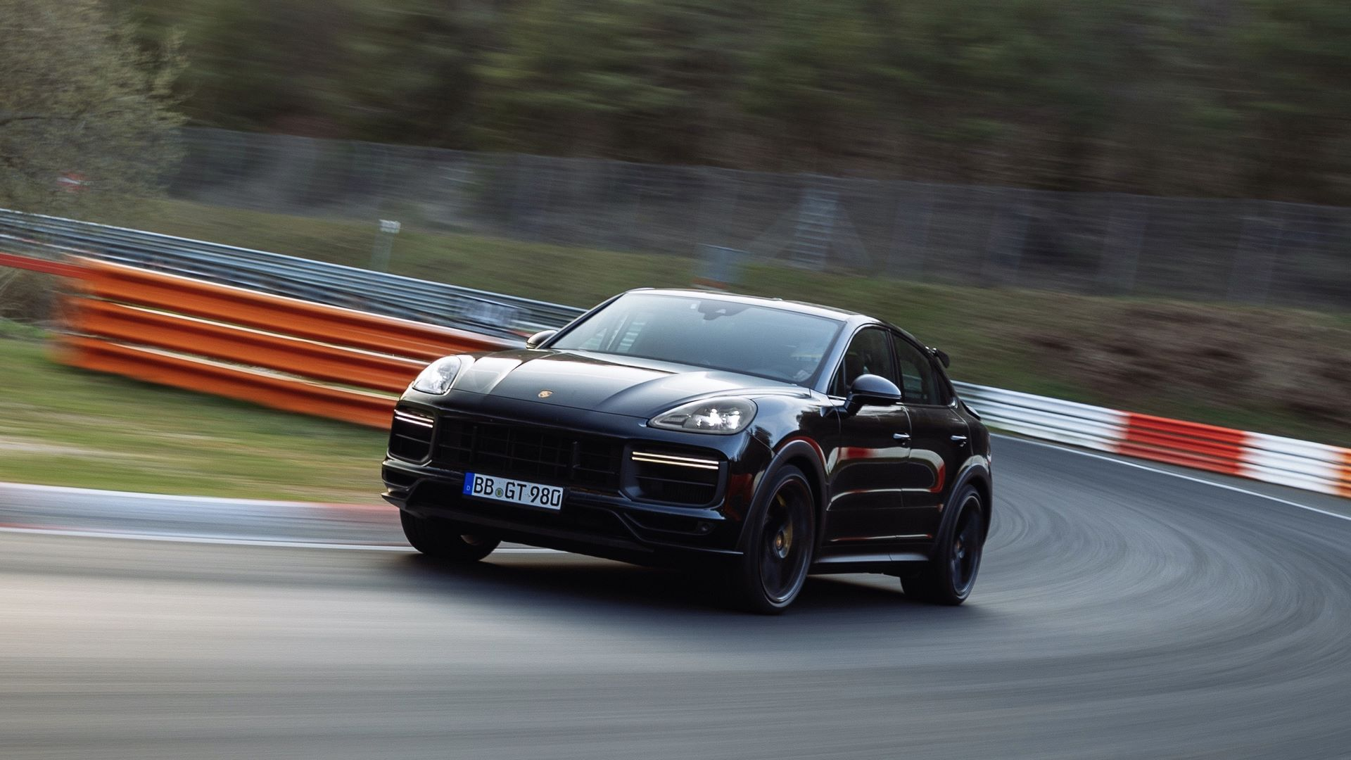 Porsche-Cayenne-Coupe-Nurburgring-SUV-lap-record-5