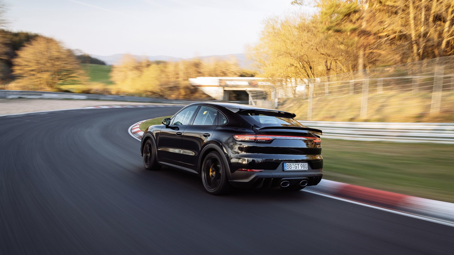 Porsche-Cayenne-Coupe-Nurburgring-SUV-lap-record-6