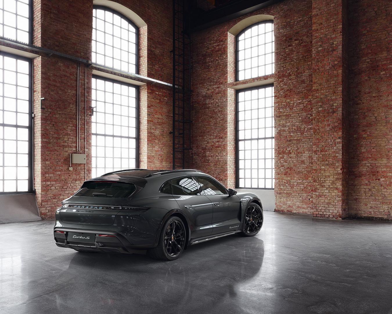 Porsche-Exclusive-Taycan-Cross-Turismo-3