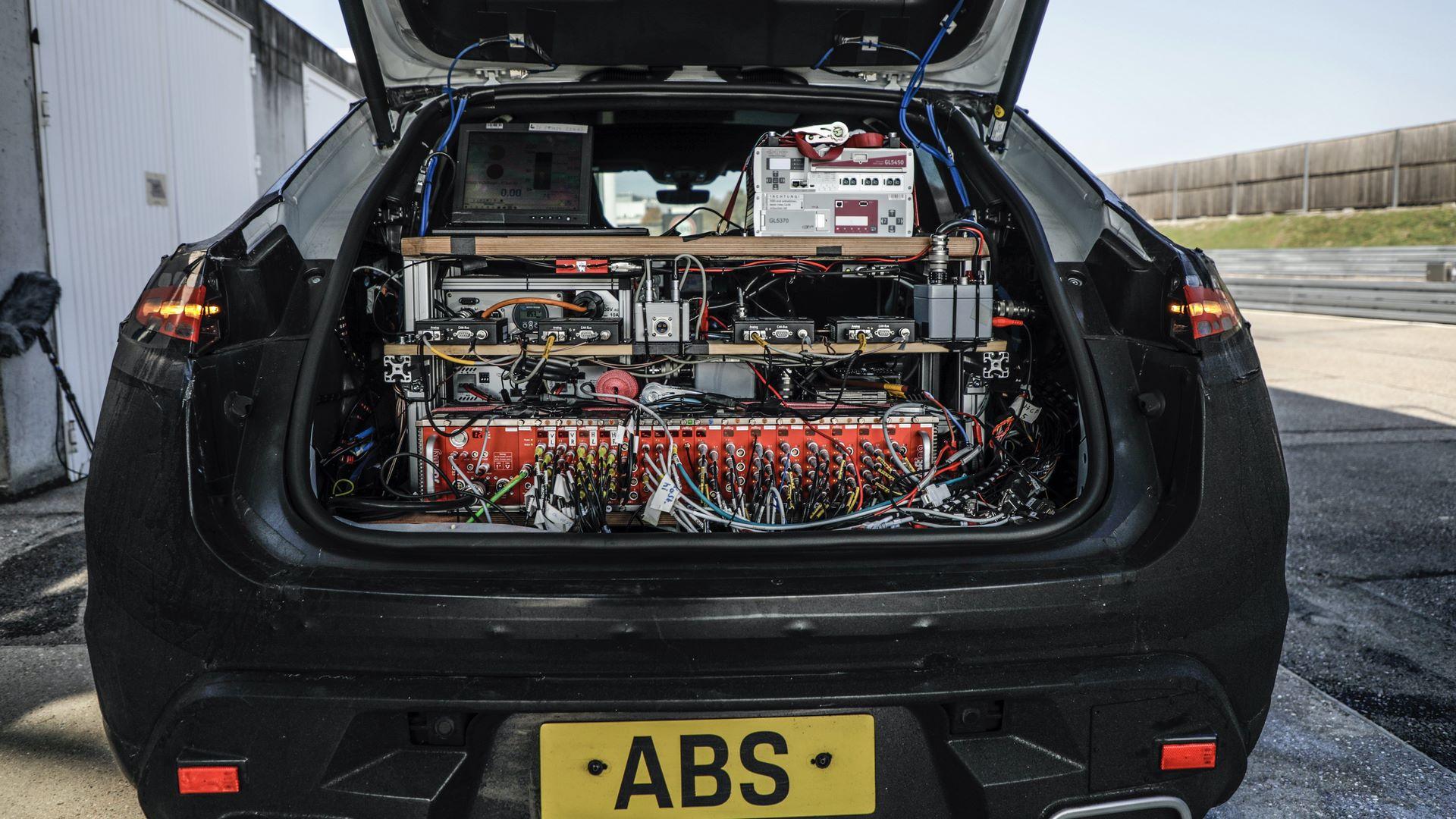 Porsche-Macan-electric-4