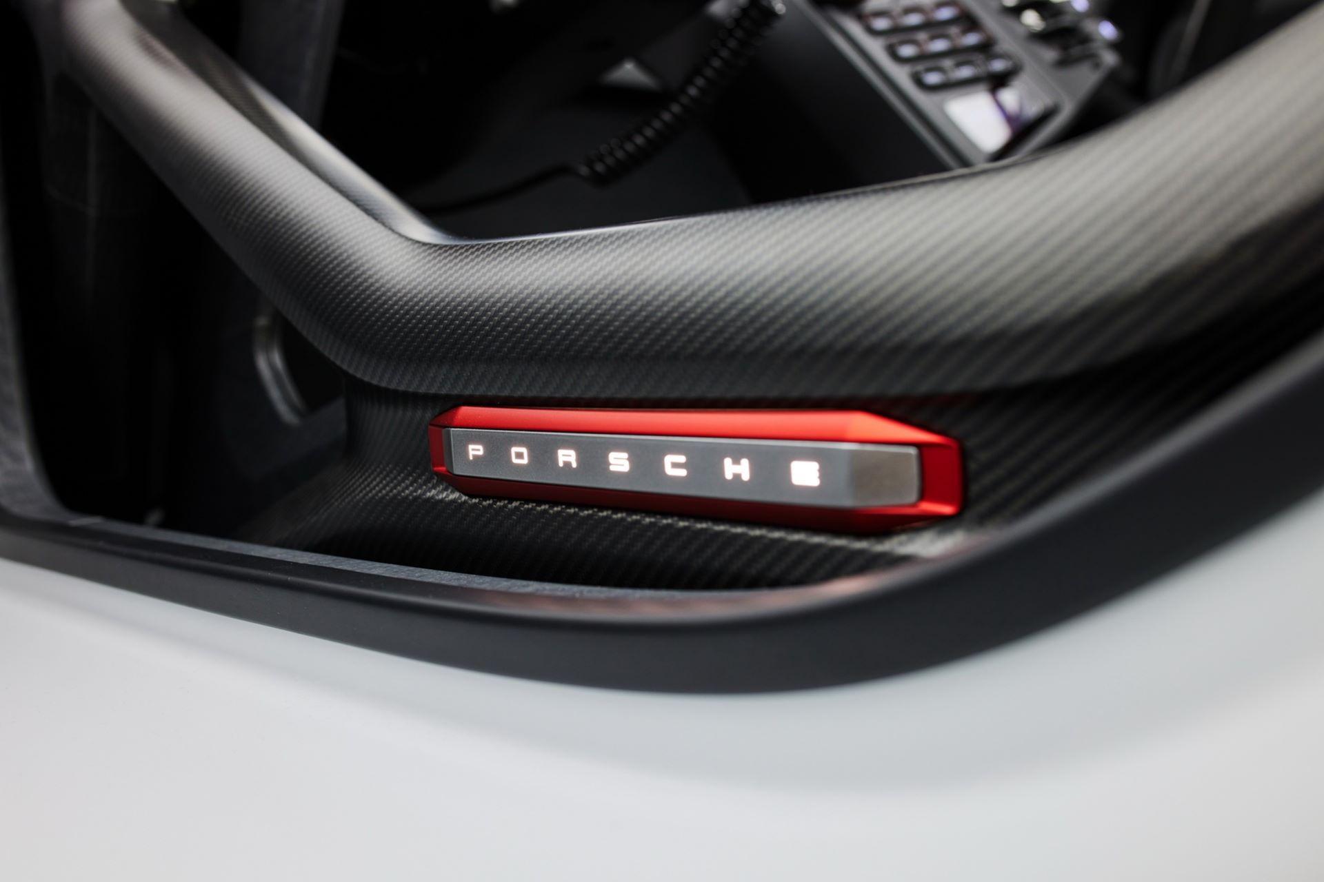 Porsche-Mission-R-concept-19