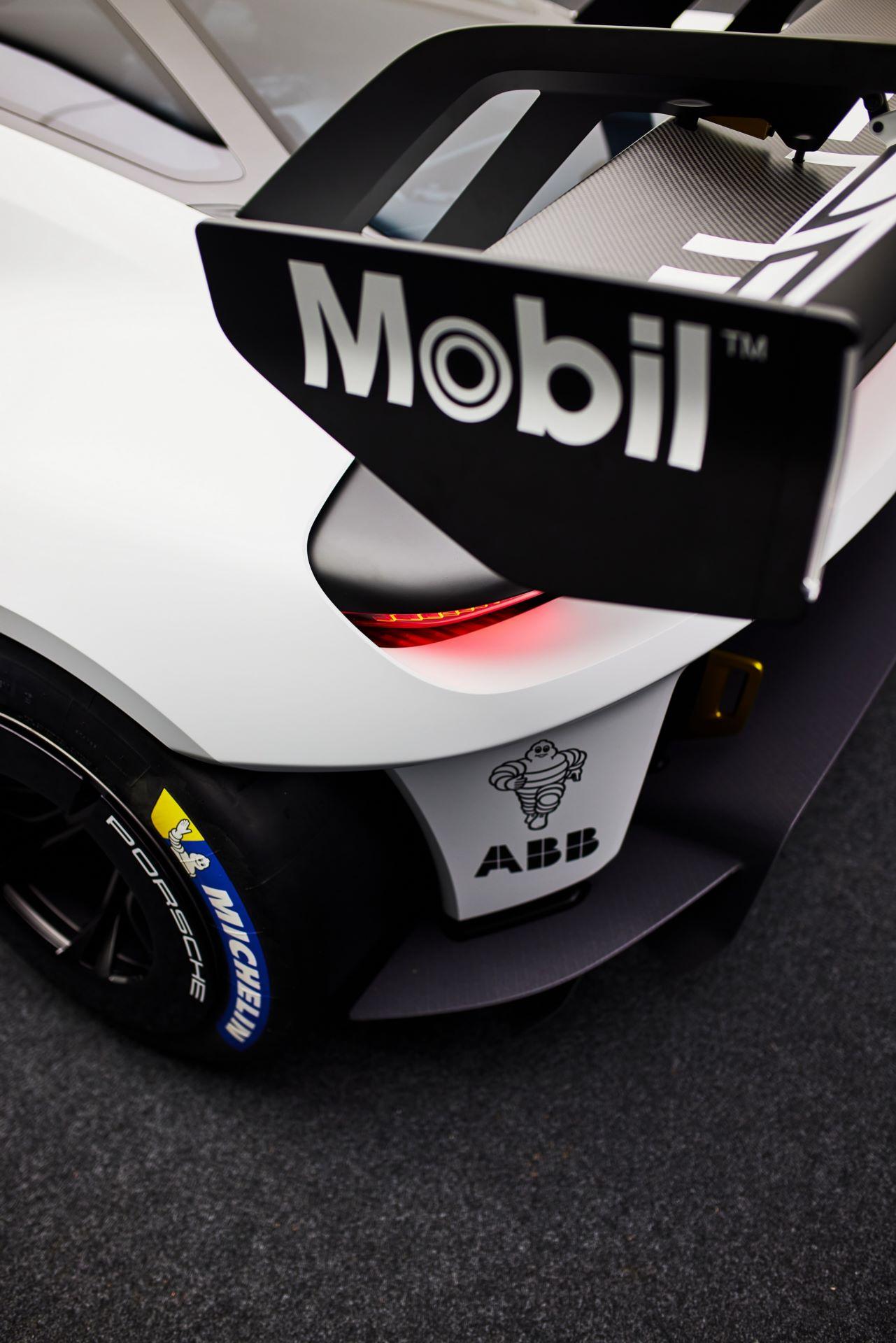 Porsche-Mission-R-concept-30