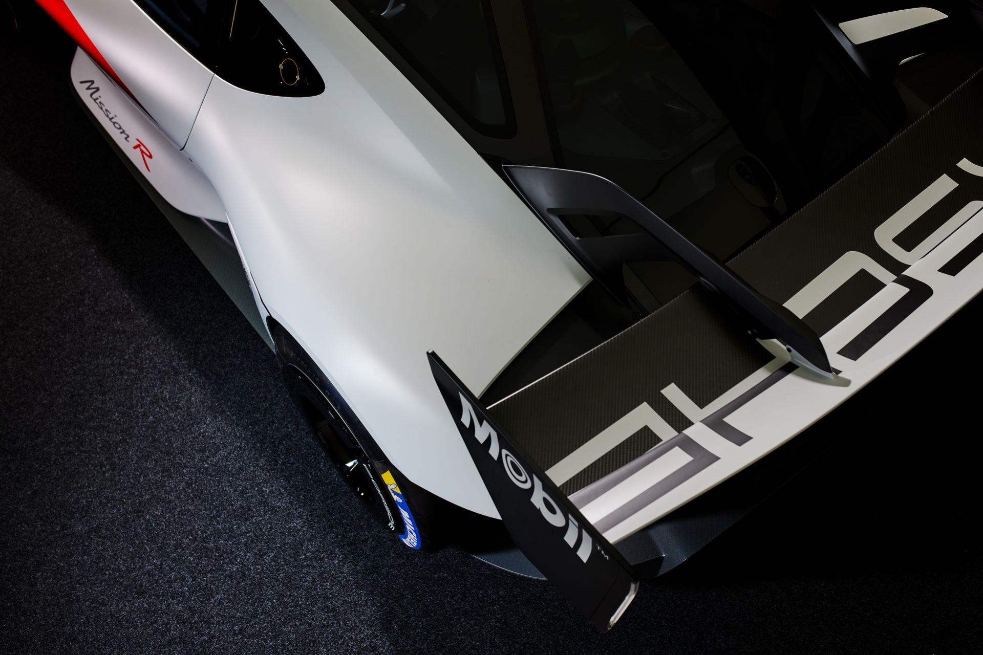 Porsche-Mission-R-concept-37