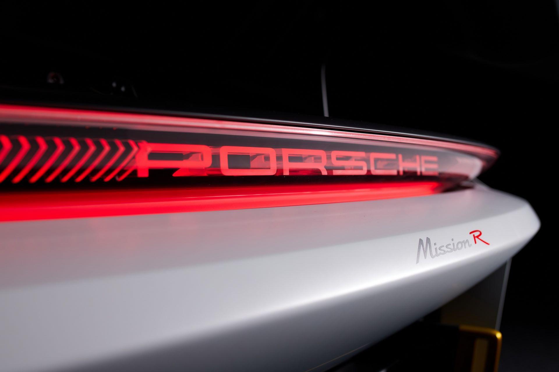 Porsche-Mission-R-concept-43