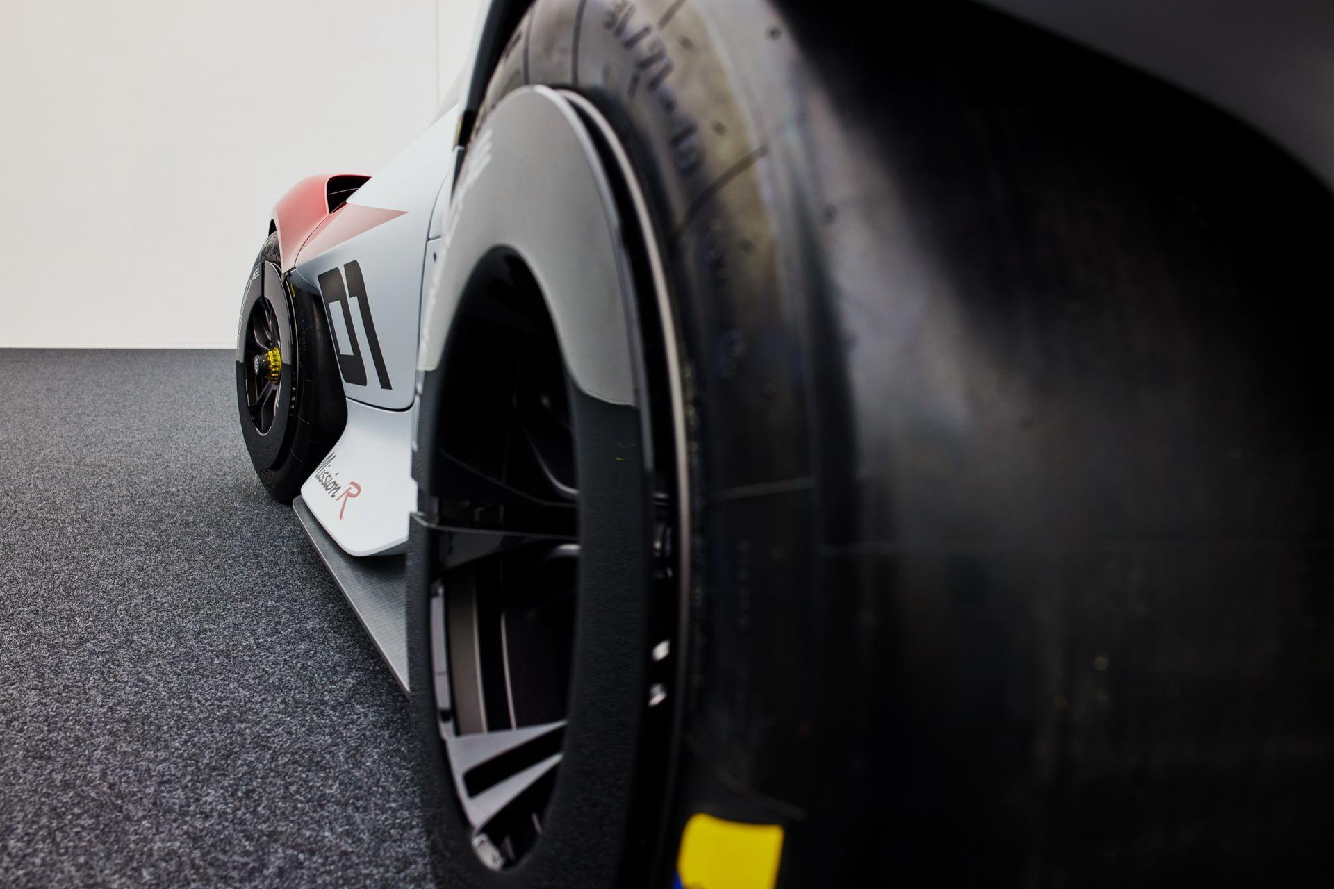 Porsche-Mission-R-concept-49