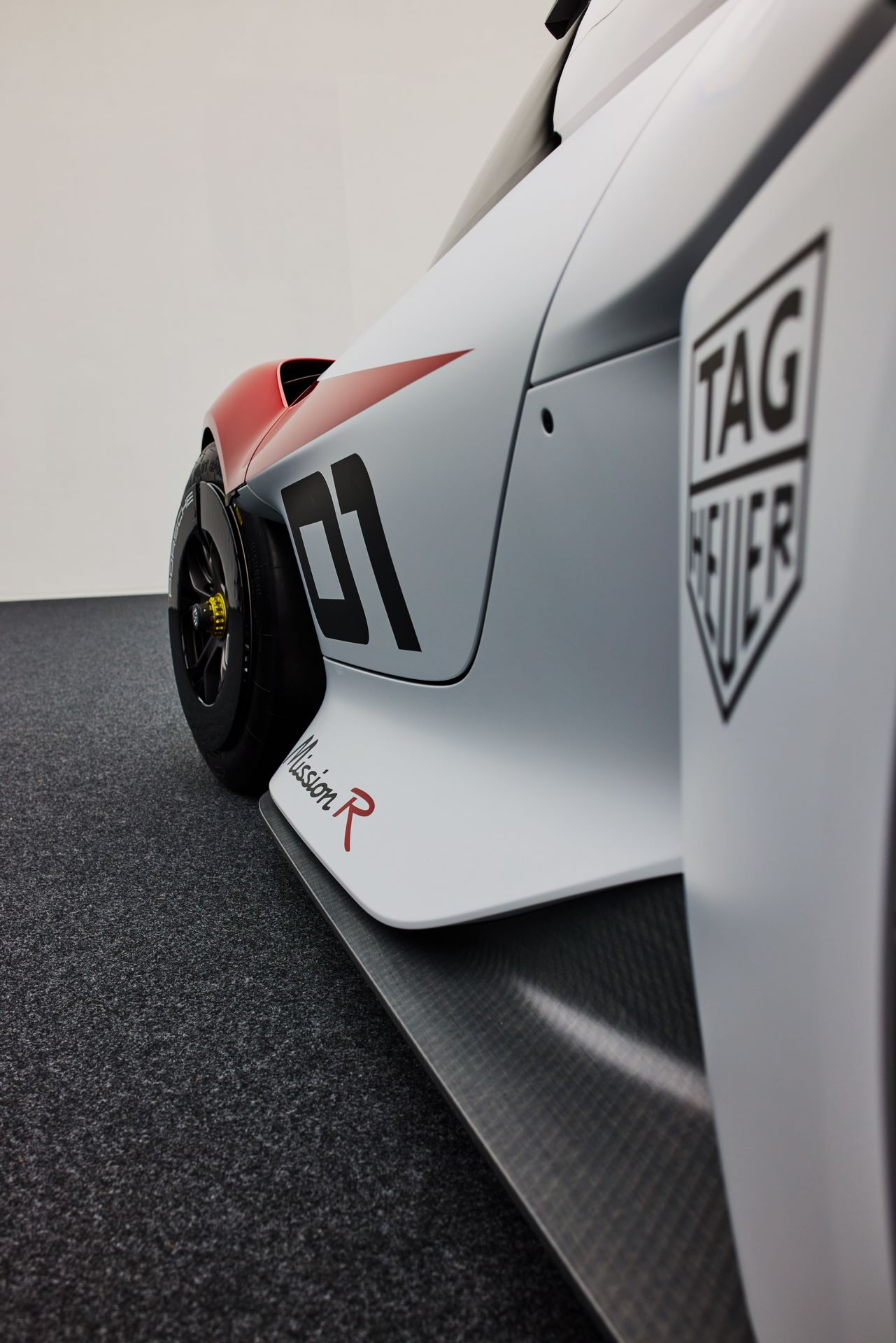 Porsche-Mission-R-concept-52