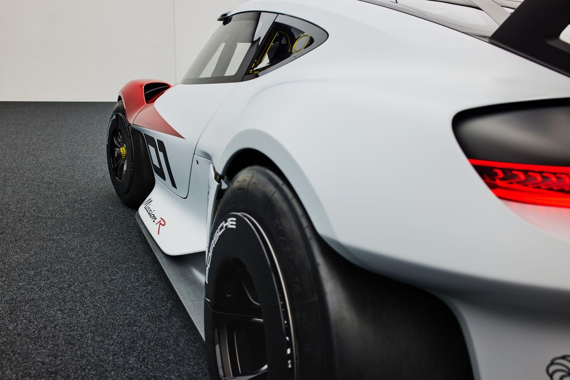 Porsche-Mission-R-concept-53